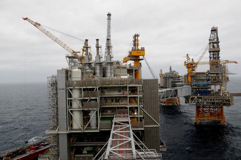 Una vista general de las plataformas del campo petrolífero Johan Sverdrup de Equinor en el Mar del Norte, Noruega, 3 de diciembre de 2019. REUTERS / Ints Kalnins / Foto de archivo / Foto de archivo