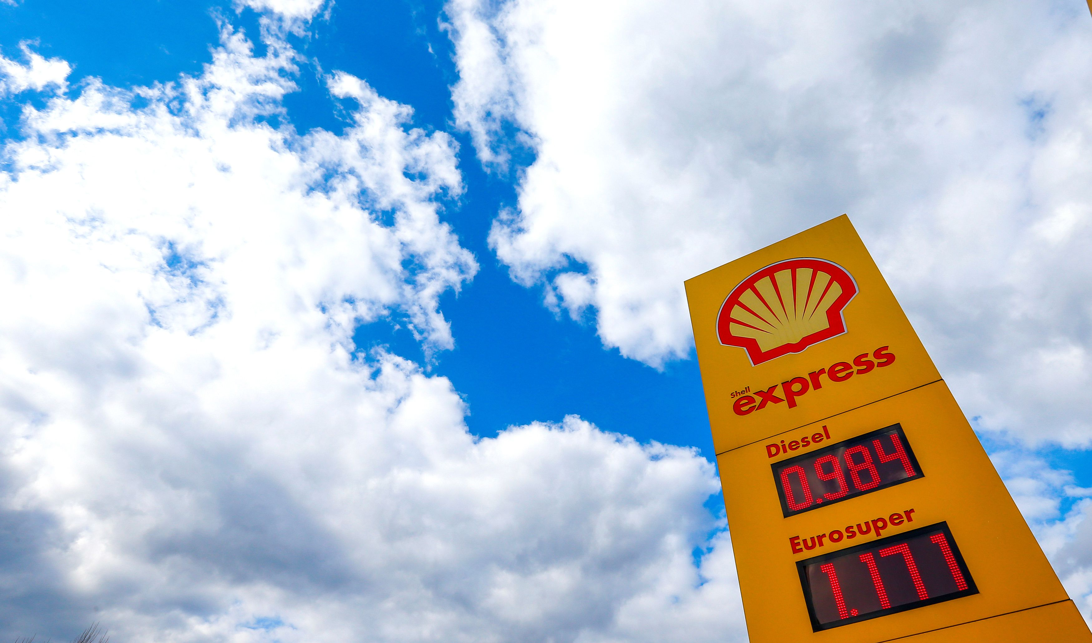 The logo of Royal Dutch Shell is seen at a petrol station in Sint-Pieters-Leeuw, Belgium, April 4, 2016. REUTERS/Yves Herman/File Photo