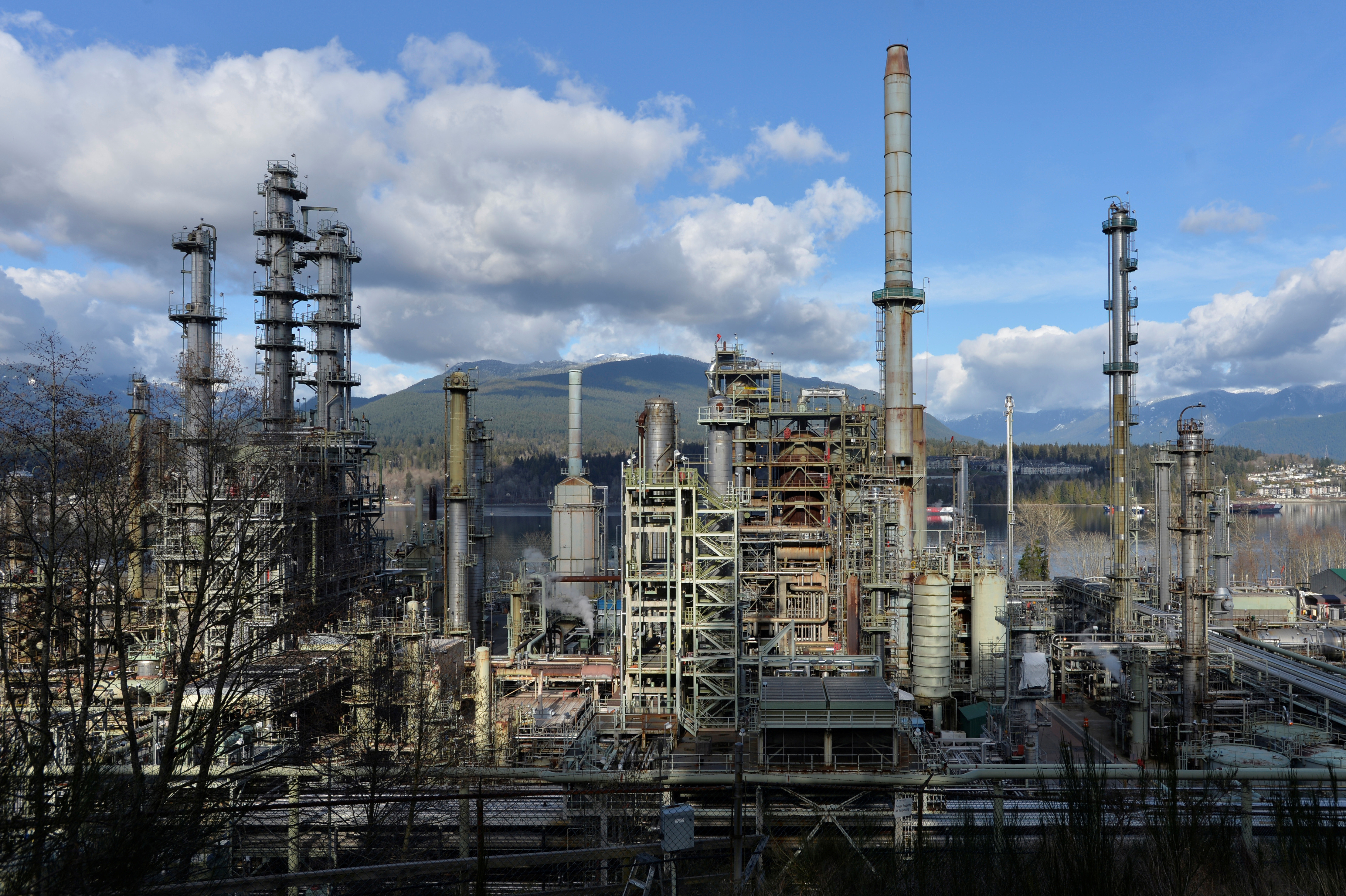 Parkland Fuel's refinery in Burnaby, British Columbia, Canada February 17, 2021.  REUTERS/Jennifer Gauthier