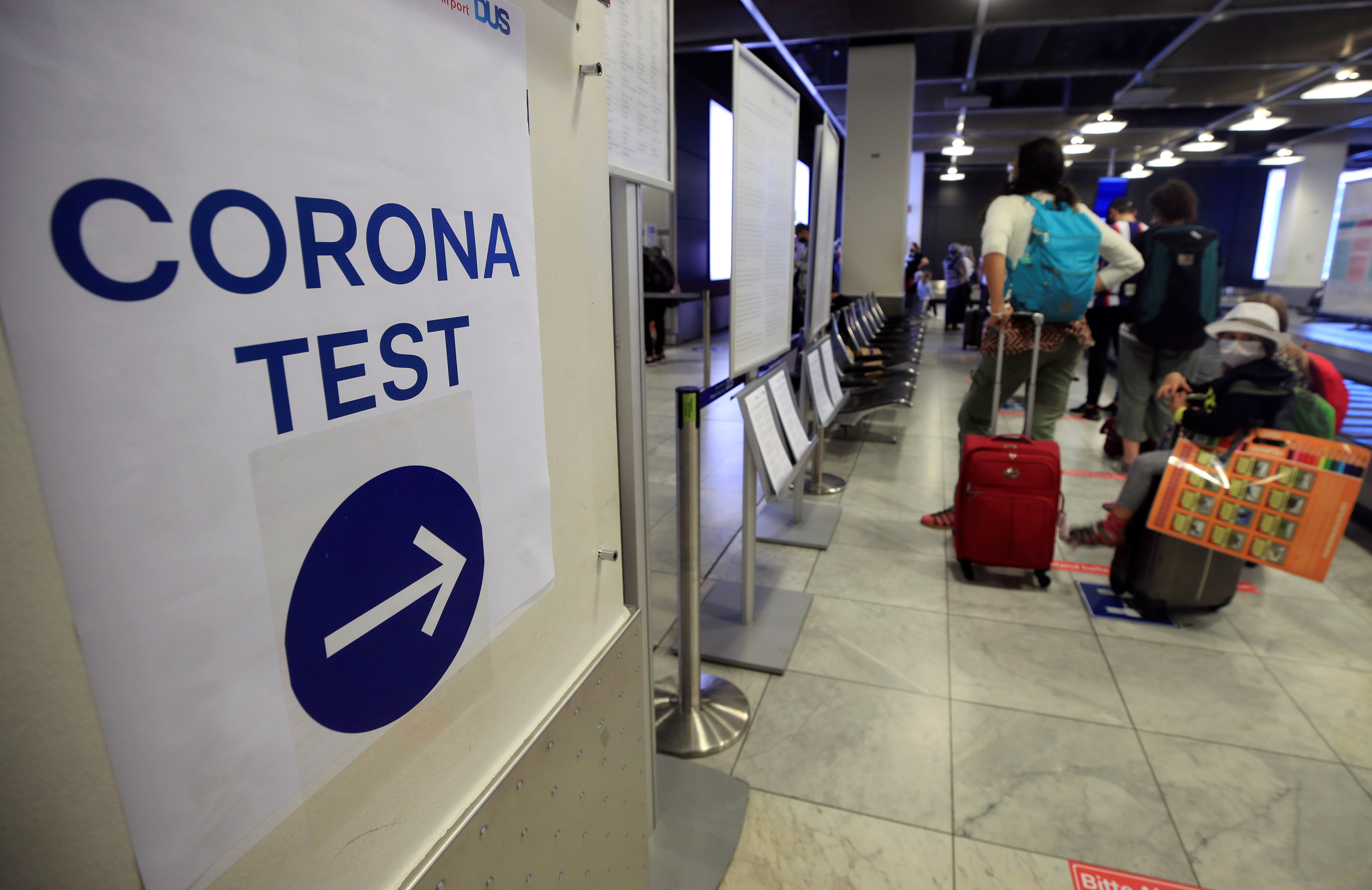Travellers line up at the new Corona Test Centre at Duesseldorf Airport in Duesseldorf, Germany, July 27, 2020.  REUTERS/Wolfgang Rattay
