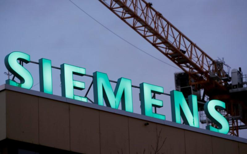 The logo of German industrial group Siemens is seen in Zurich, Switzerland, January 30, 2019.  REUTERS/Arnd Wiegmann/File Photo