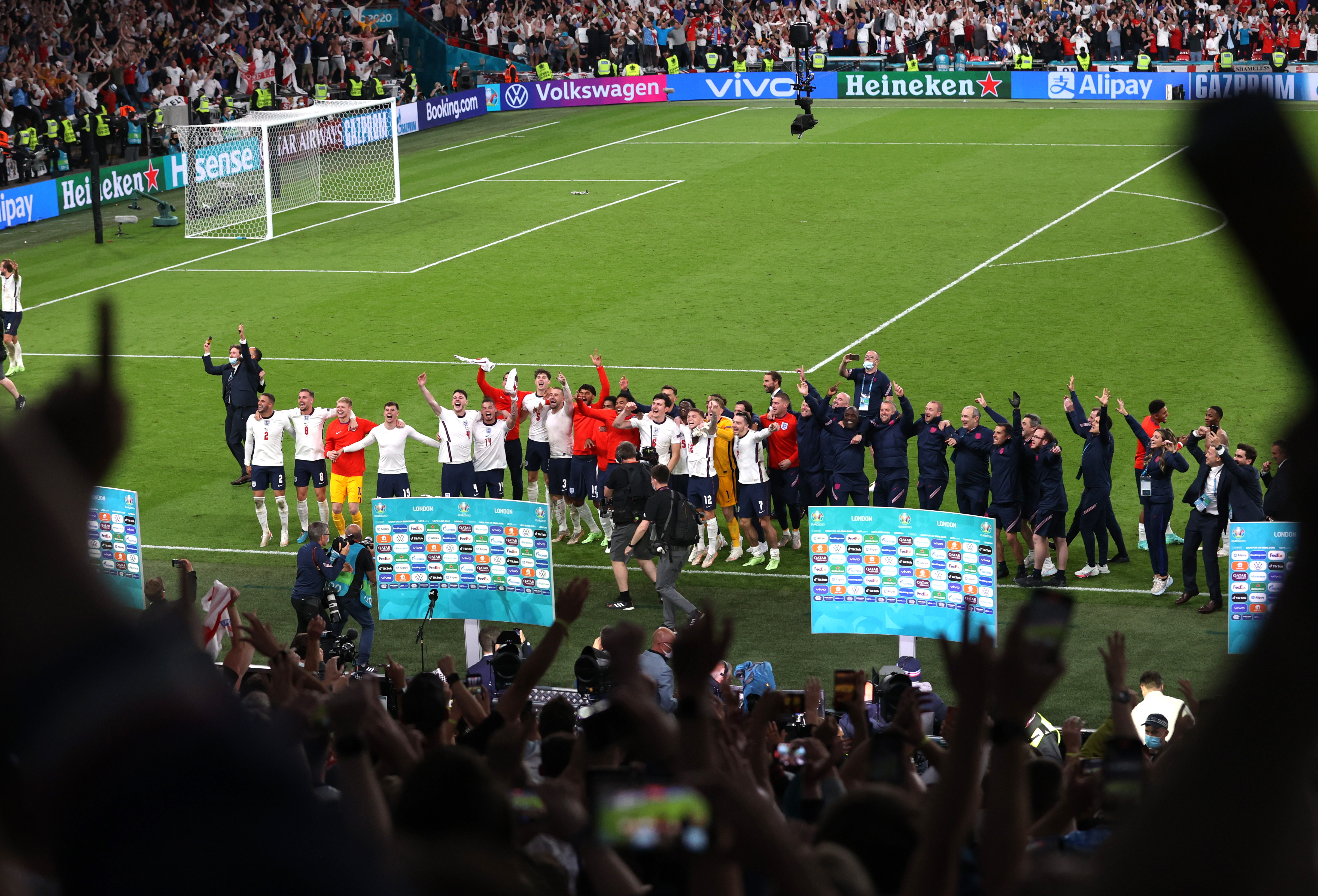 Soccer Football - Euro 2020 - Semi Final - England v Denmark - Wembley Stadium, London, Britain - July 7, 2021 England players celebrate after the match Pool via REUTERS/Catherine Ivill