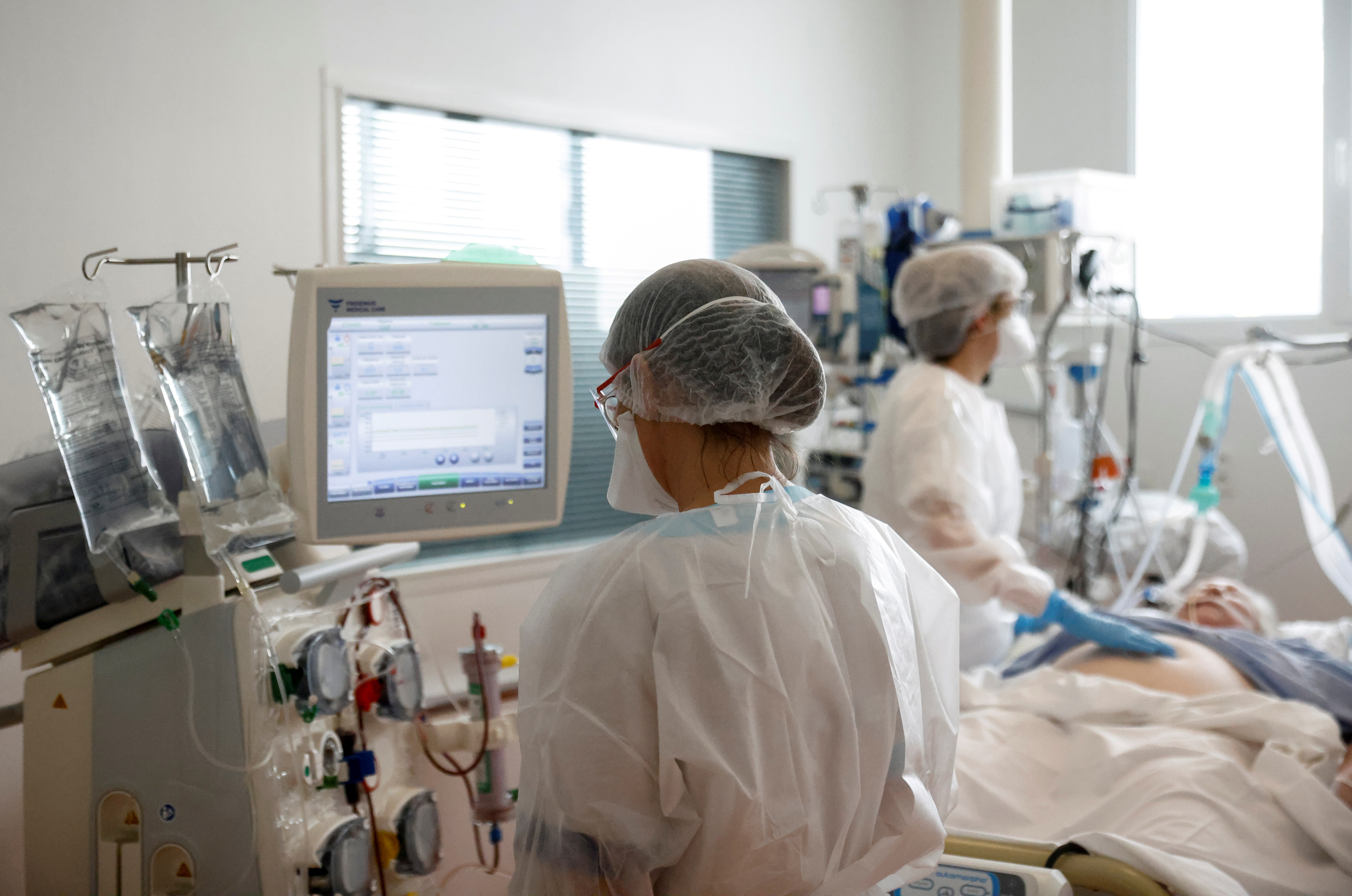 Medical staff members work in the Intensive Care Unit (ICU) where patients suffering from the coronavirus disease (COVID-19) are treated at ELSAN's private hospital Clinique Oceane in Vannes, France, April 7, 2021. REUTERS/Stephane Mahe/File Photo