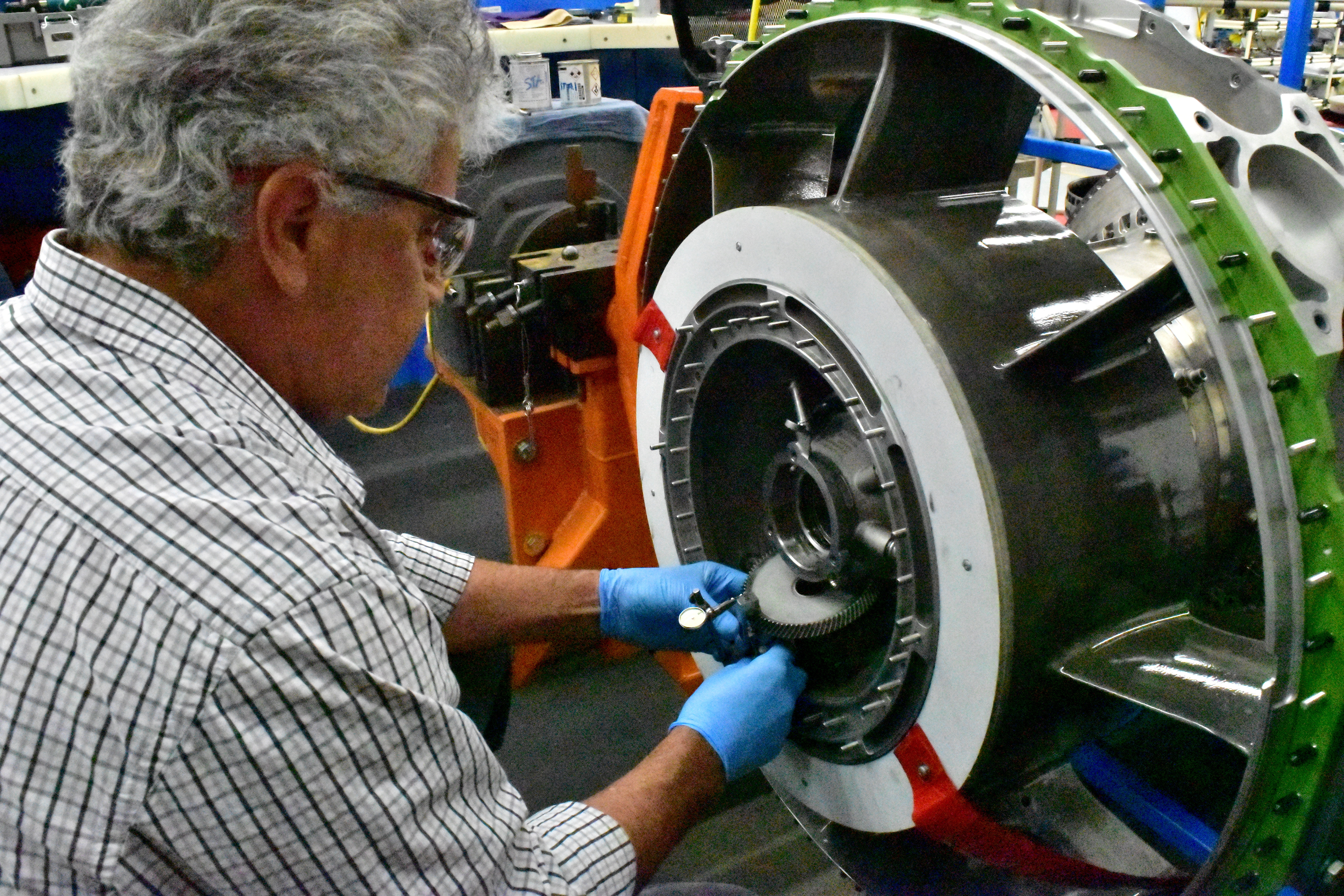 A worker is seen building an aircraft engine at Honeywell Aerospace in Phoenix, Arizona, U.S. on September 6, 2016. Picture taken on September 6, 2016.   REUTERS/Alwyn Scott/File Photo