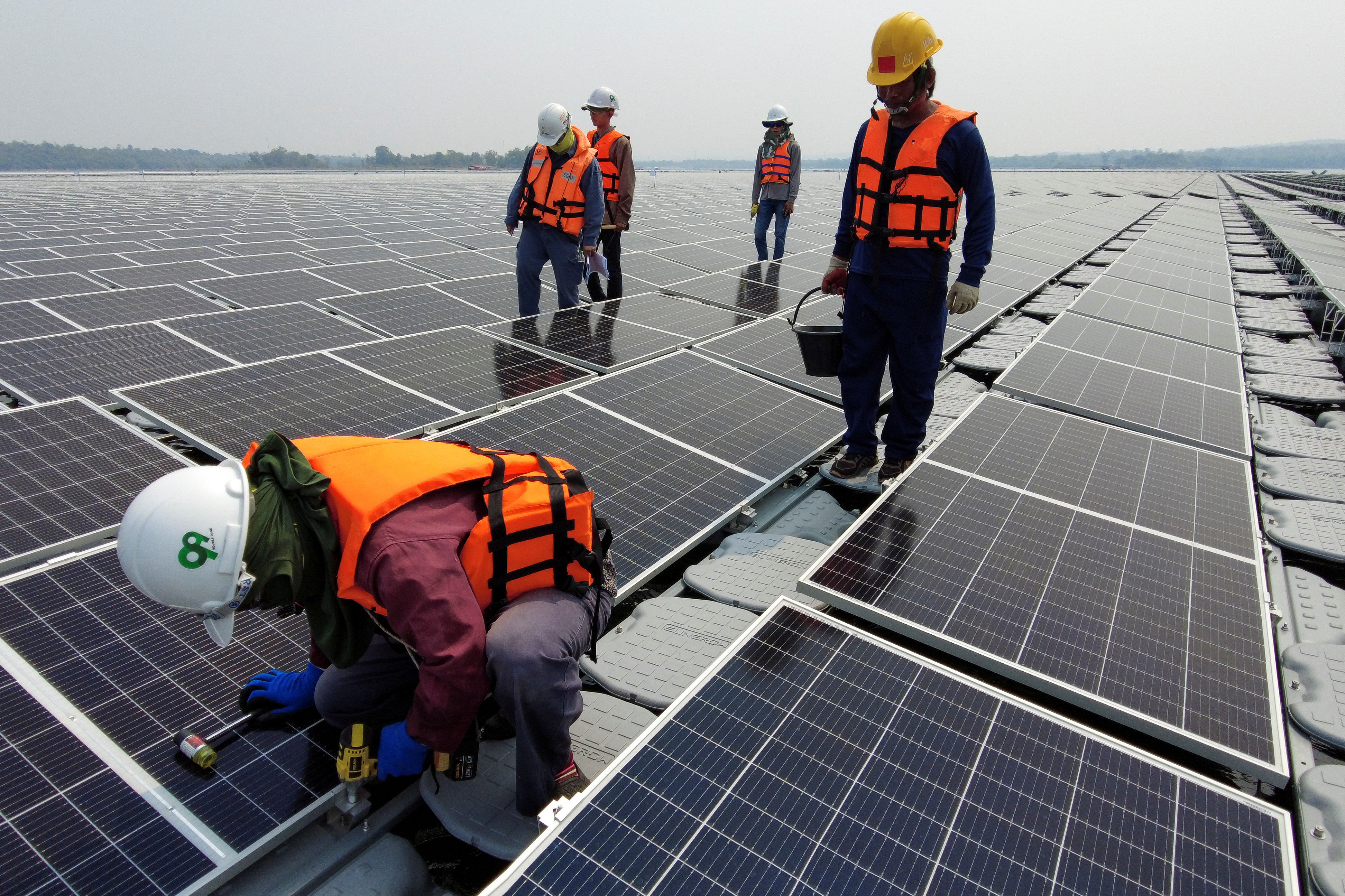 Thailand floats hydro-solar projects for its dams as fossil fuel supplement