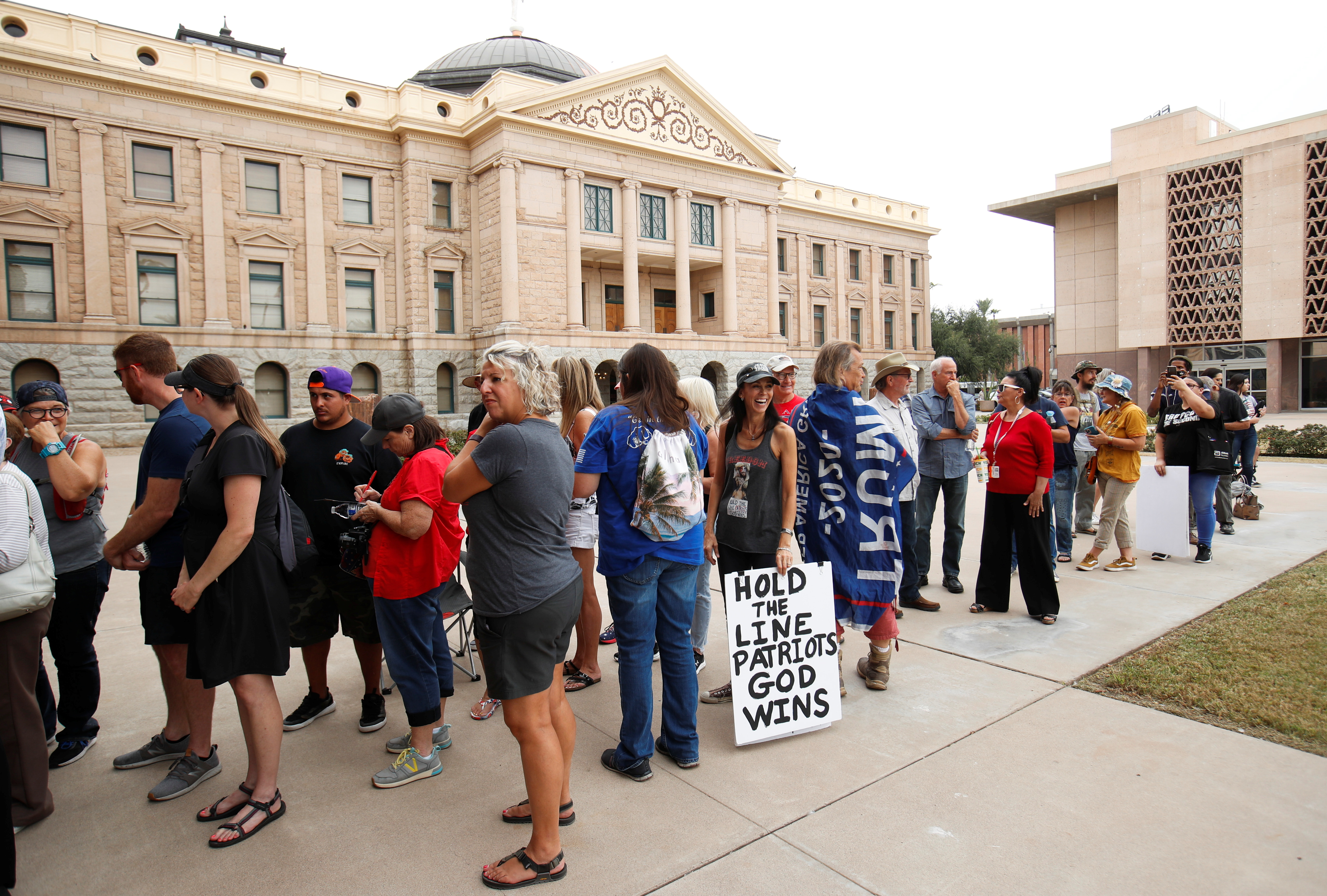 People line up to get into the Senate chambers for the announcement of interim findings from a widely criticized audit of the 2020 election in Phoenix, Arizona, September 24, 2021.  REUTERS/Mike Blake