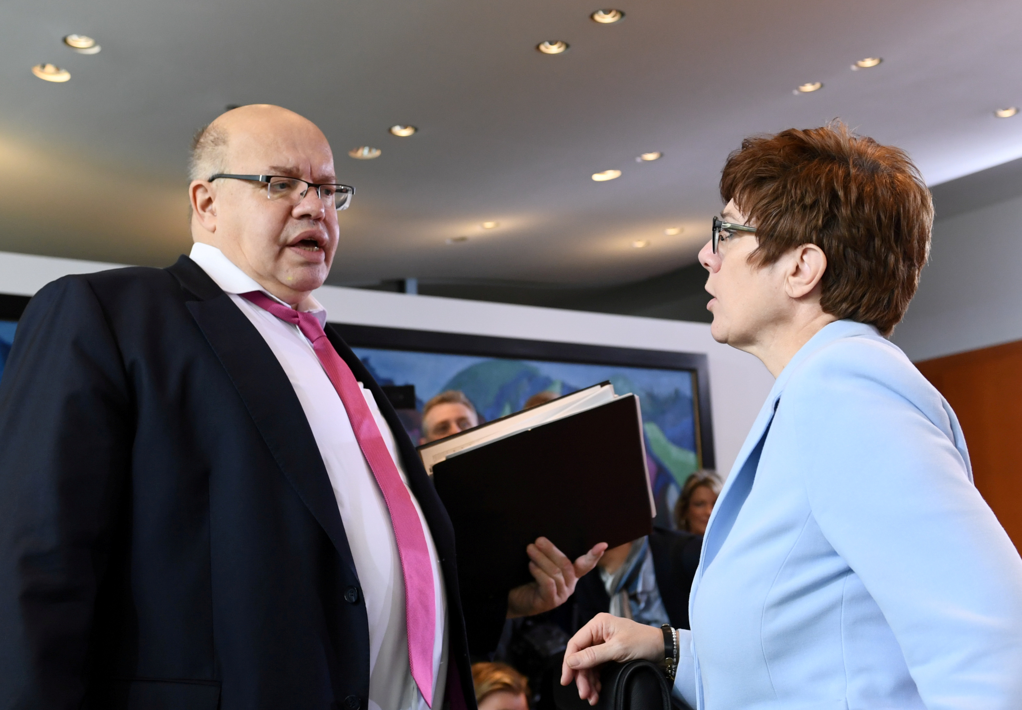 German Economy Minister Peter Altmaier speaks with German Defense Minister Annegret Kramp-Karrenbauer before the weekly German cabinet meeting at the Chancellery in Berlin, Germany, December 18, 2019.  REUTERS/Annegret Hilse/File Photo