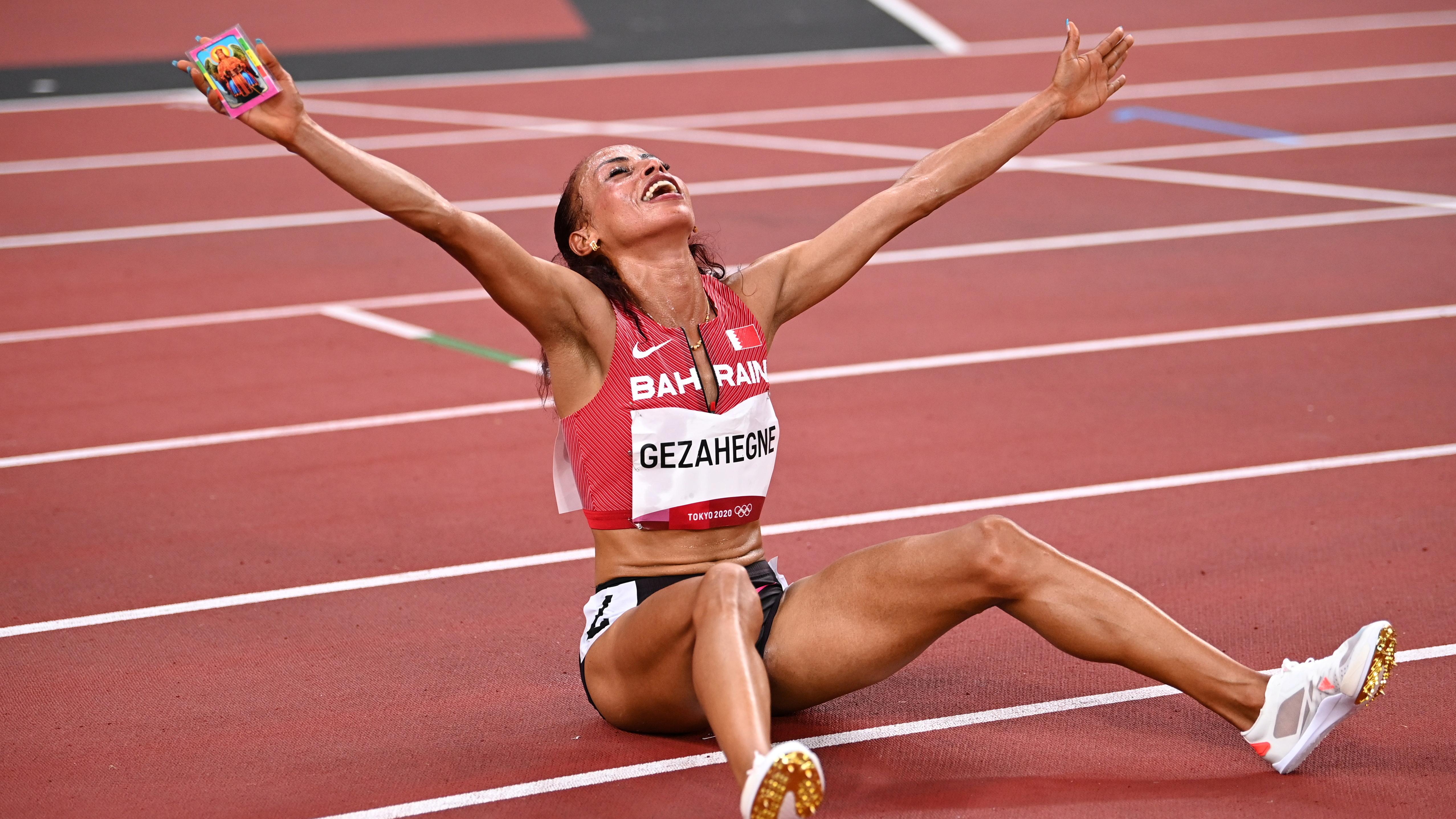 Tokyo 2020 Olympics - Athletics - Women's 10000m - Olympic Stadium, Tokyo, Japan - August 7, 2021. Kalkidan Gezahegne of Bahrain celebrates after winning silver REUTERS/Dylan Martinez