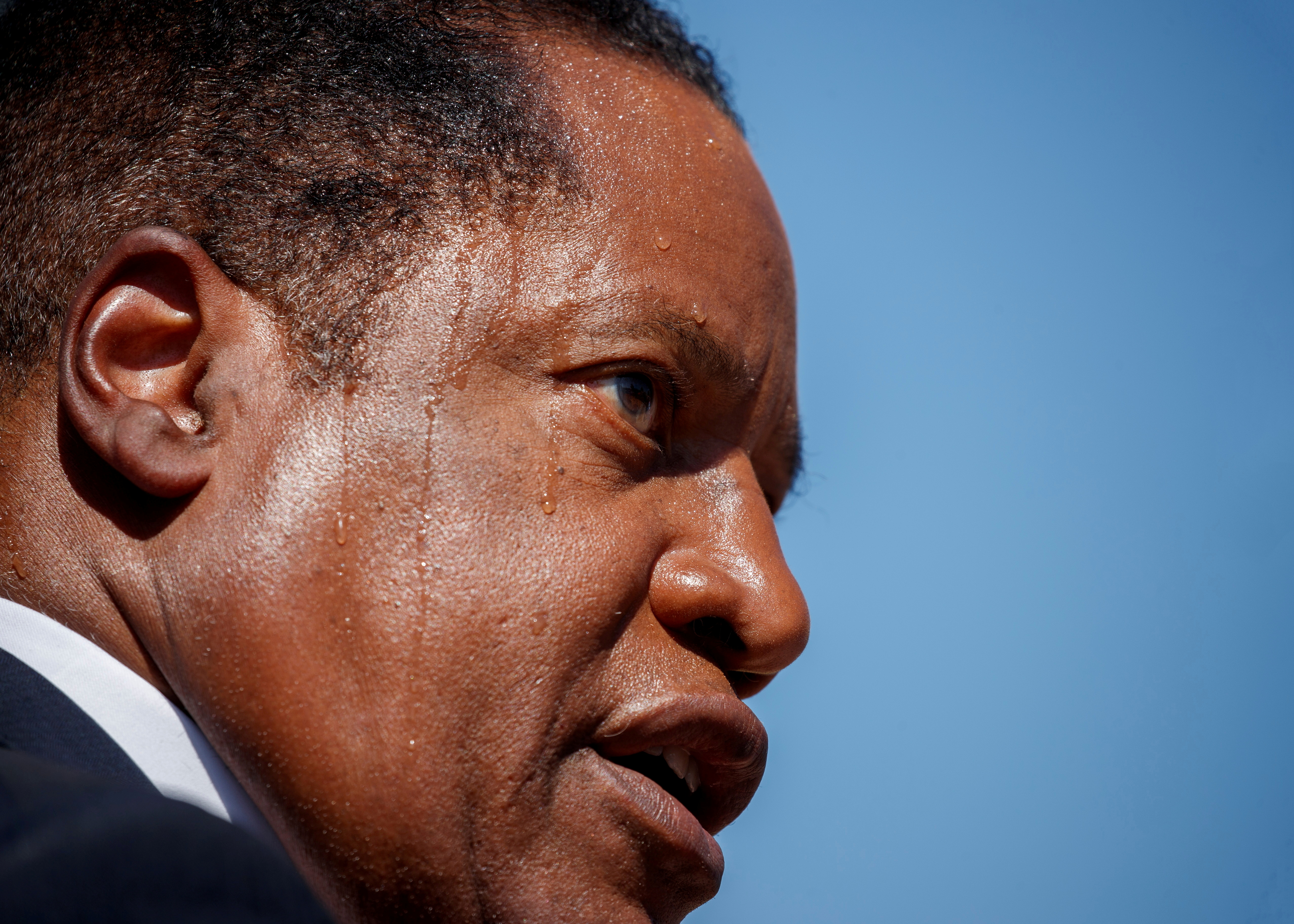 Gubernatorial recall candidate Larry Elder sweats in the heat as he speaks during a campaign stop during the recall election of governor Gavin Newsom in Monterey Park, California, U.S., September 13, 2021.  REUTERS/Mike Blake/File Photo