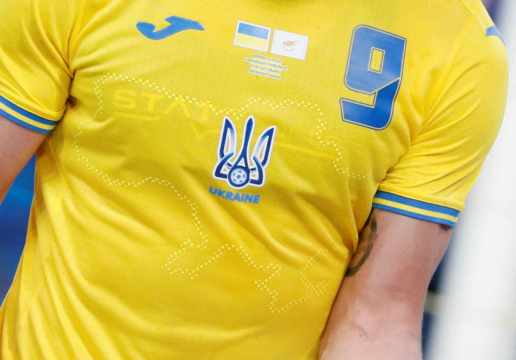 Ukraine's Roman Yaremchuk wears the newly unveiled national team jersey emblazoned with a map of Ukraine that includes Crimea during an international friendly match against Cyprus in Kharkiv, Ukraine, June 7, 2021 REUTERS/Gleb Garanich/File Photo