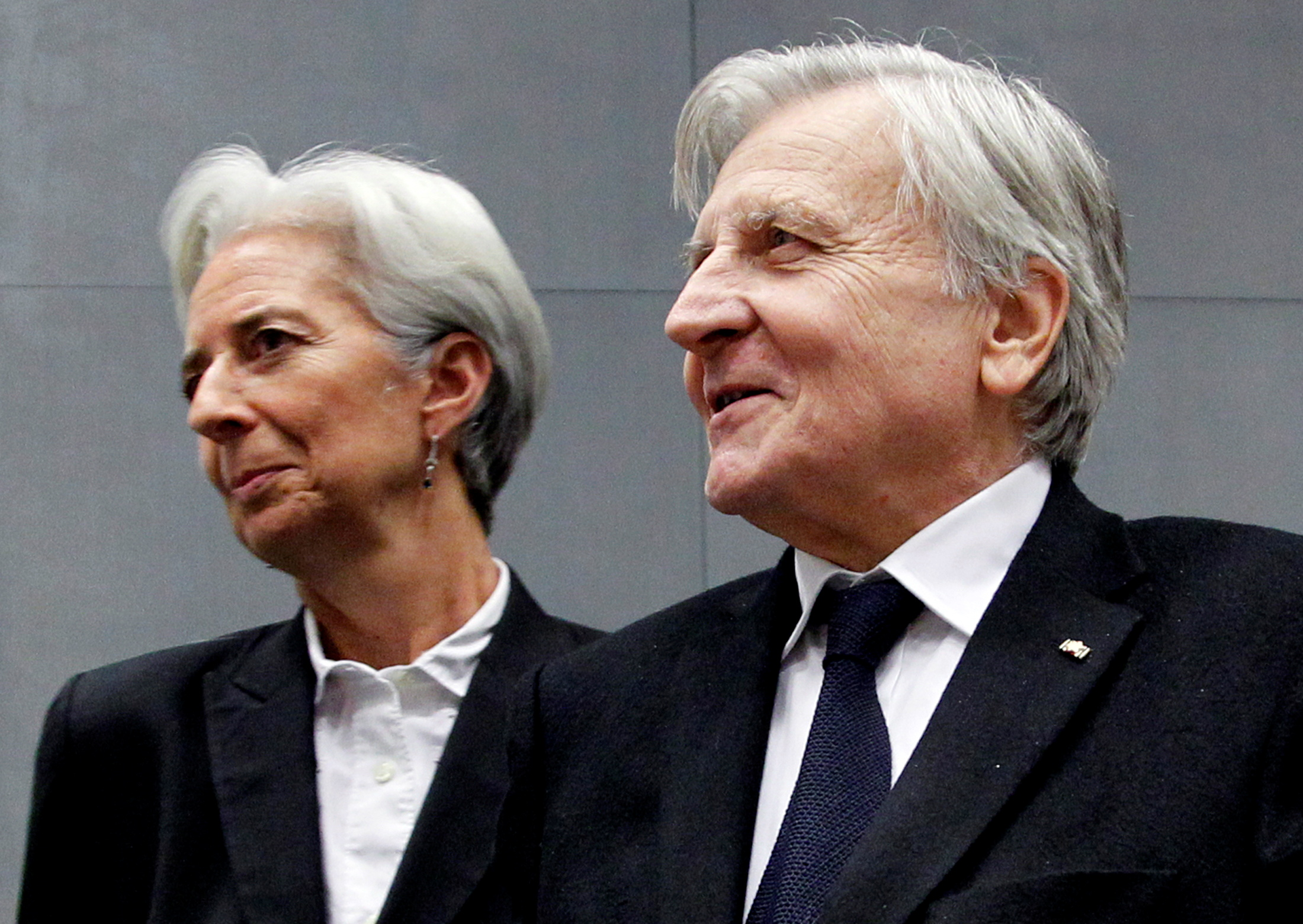 France's Finance Minister Christine Lagarde and European Central Bank (ECB) President Jean-Claude Trichet (R) arrive at a meeting on the European Stability Mechanism in Luxembourg June 20, 2011.   REUTERS/Francois Lenoir