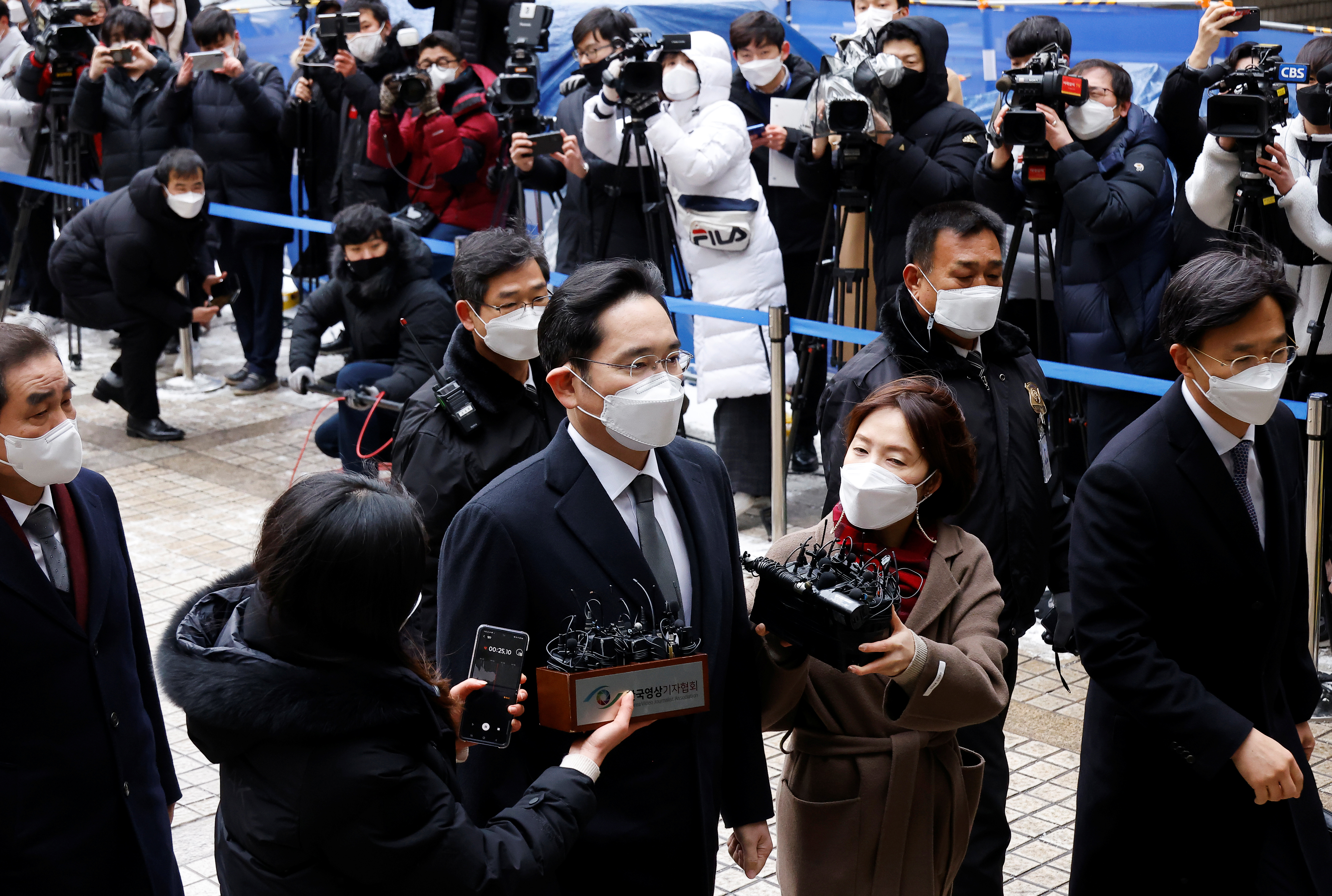 Samsung Group heir Jay Y. Lee arrives at a court in Seoul, South Korea, January 18, 2021. REUTERS/Kim Hong-Ji