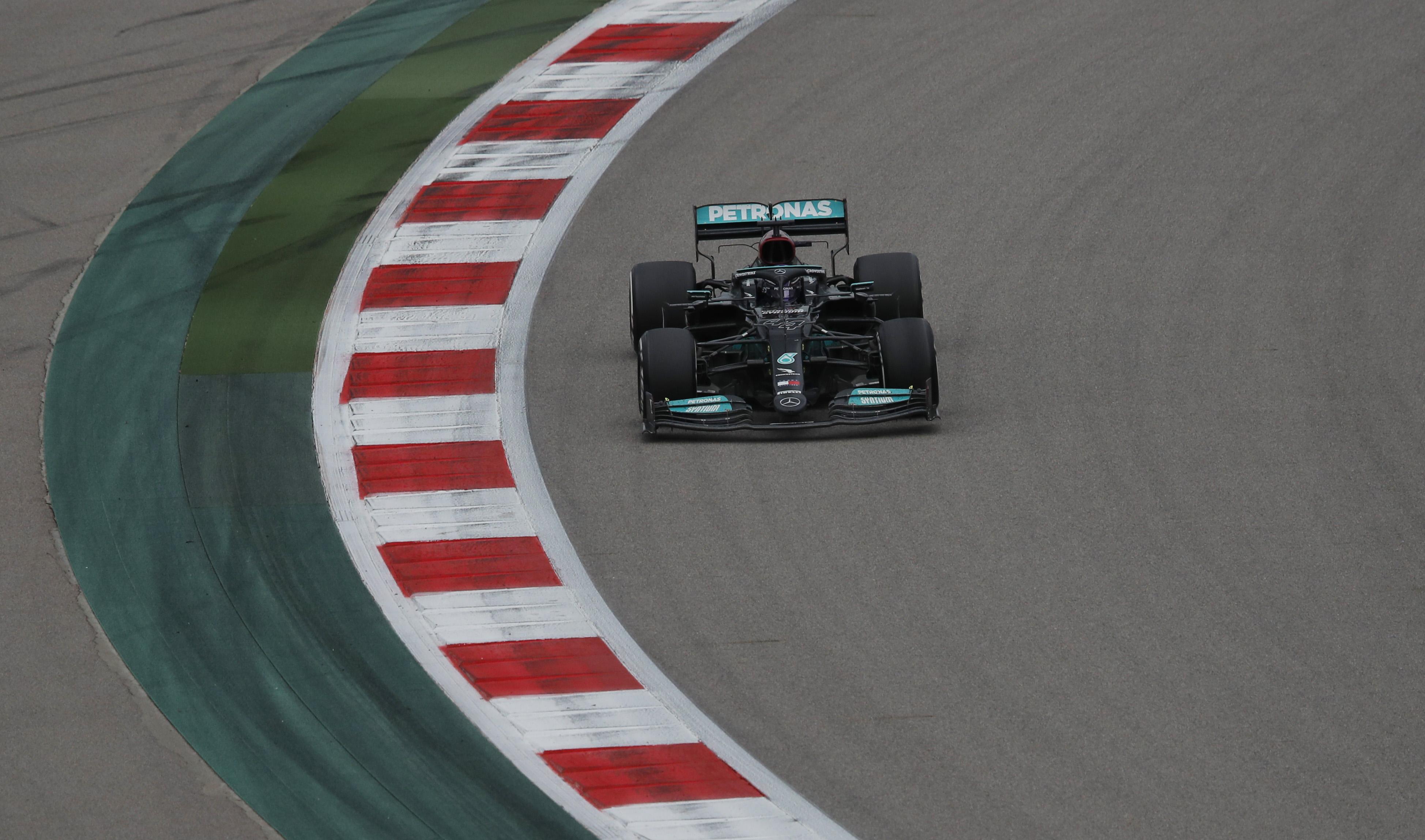 Formula One F1 - Russian Grand Prix - Sochi Autodrom, Sochi, Russia - September 26, 2021 Mercedes' Lewis Hamilton during the race REUTERS/Anton Vaganov/File photo