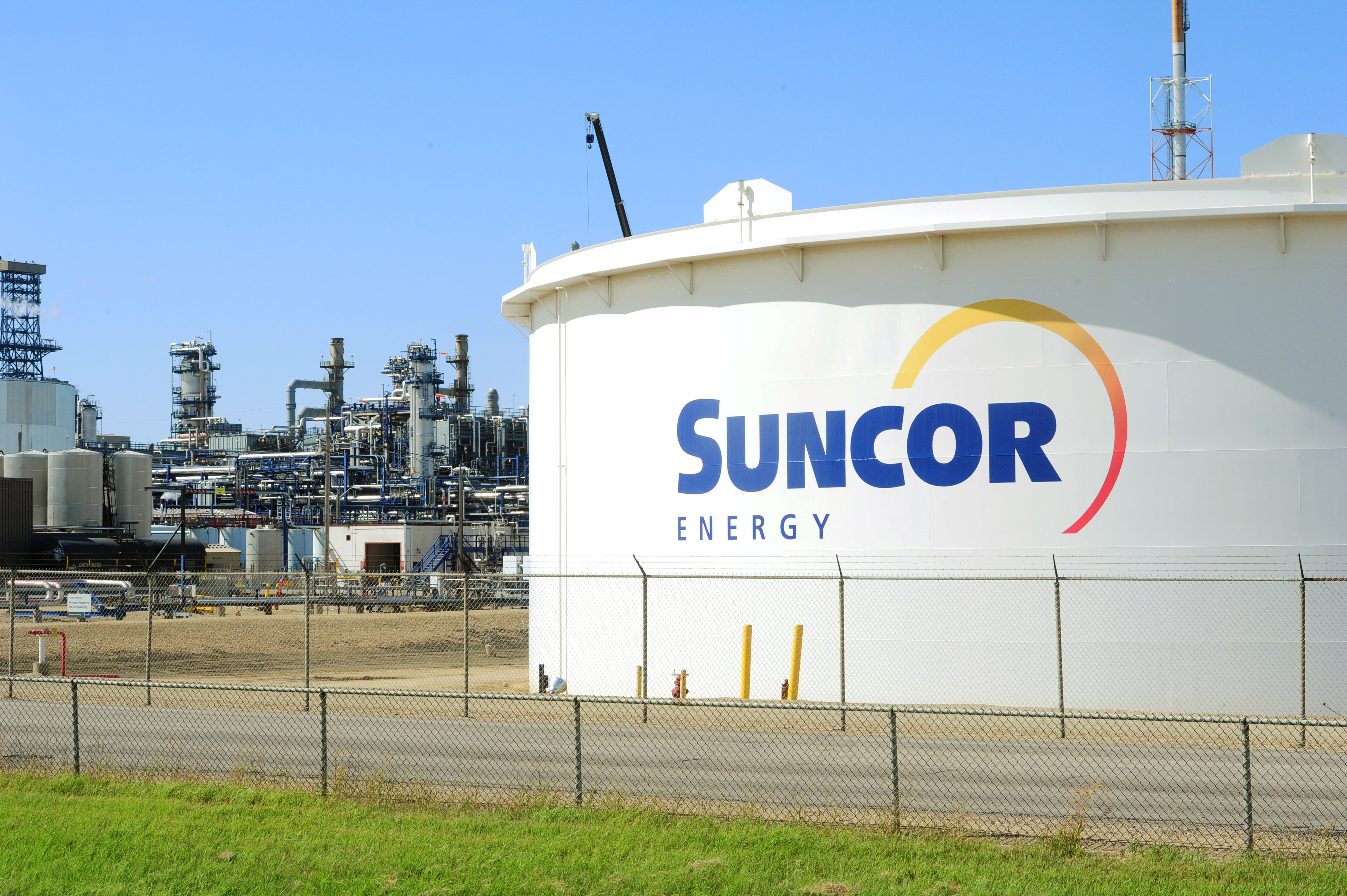 Suncor Energy facility is seen in Sherwood Park, Alberta, Canada August 21, 2019. REUTERS/Candace Elliott/File Photo