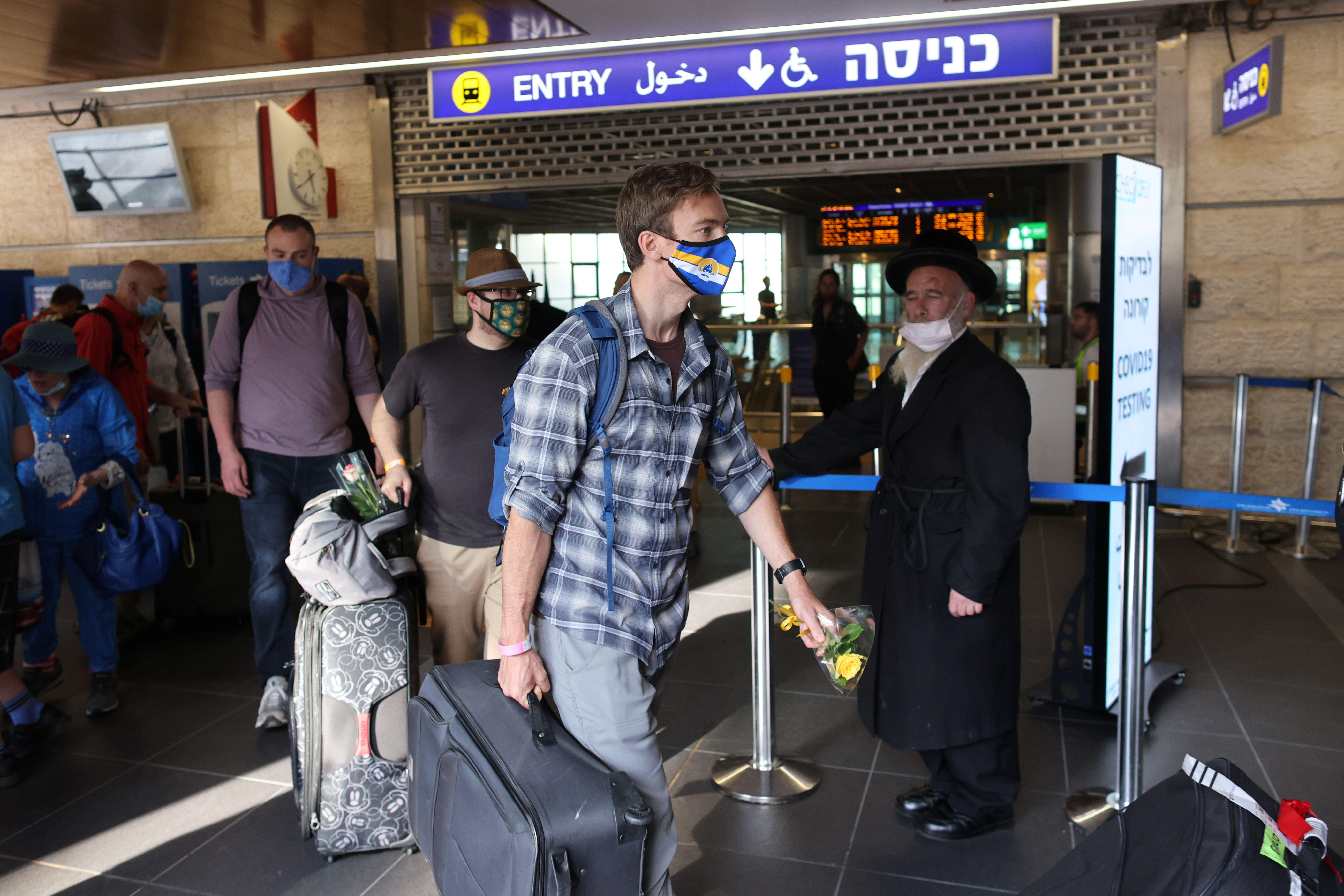 Tourists walk at the Ben Gurion International Airport after entering Israel by plane, as coronavirus disease (COVID-19) restrictions ease, in Lod, near Tel Aviv, Israel, May 27, 2021. REUTERS/Ronen Zvulun/Files