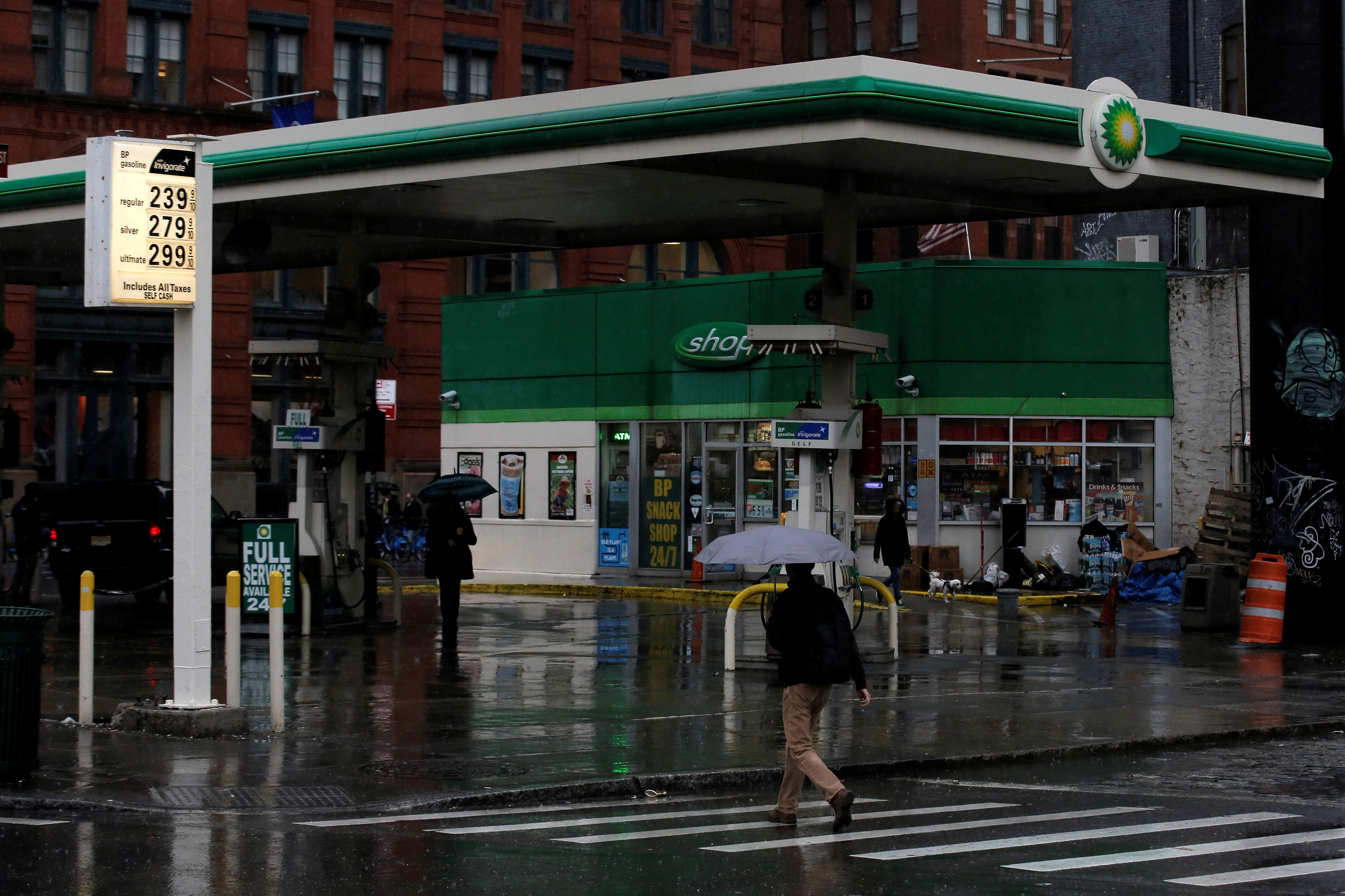 Gas prices are displayed on the sign of BP  gas station in the SoHo area of Manhattan in New York February 3, 2016. REUTERS/Brendan McDermid/