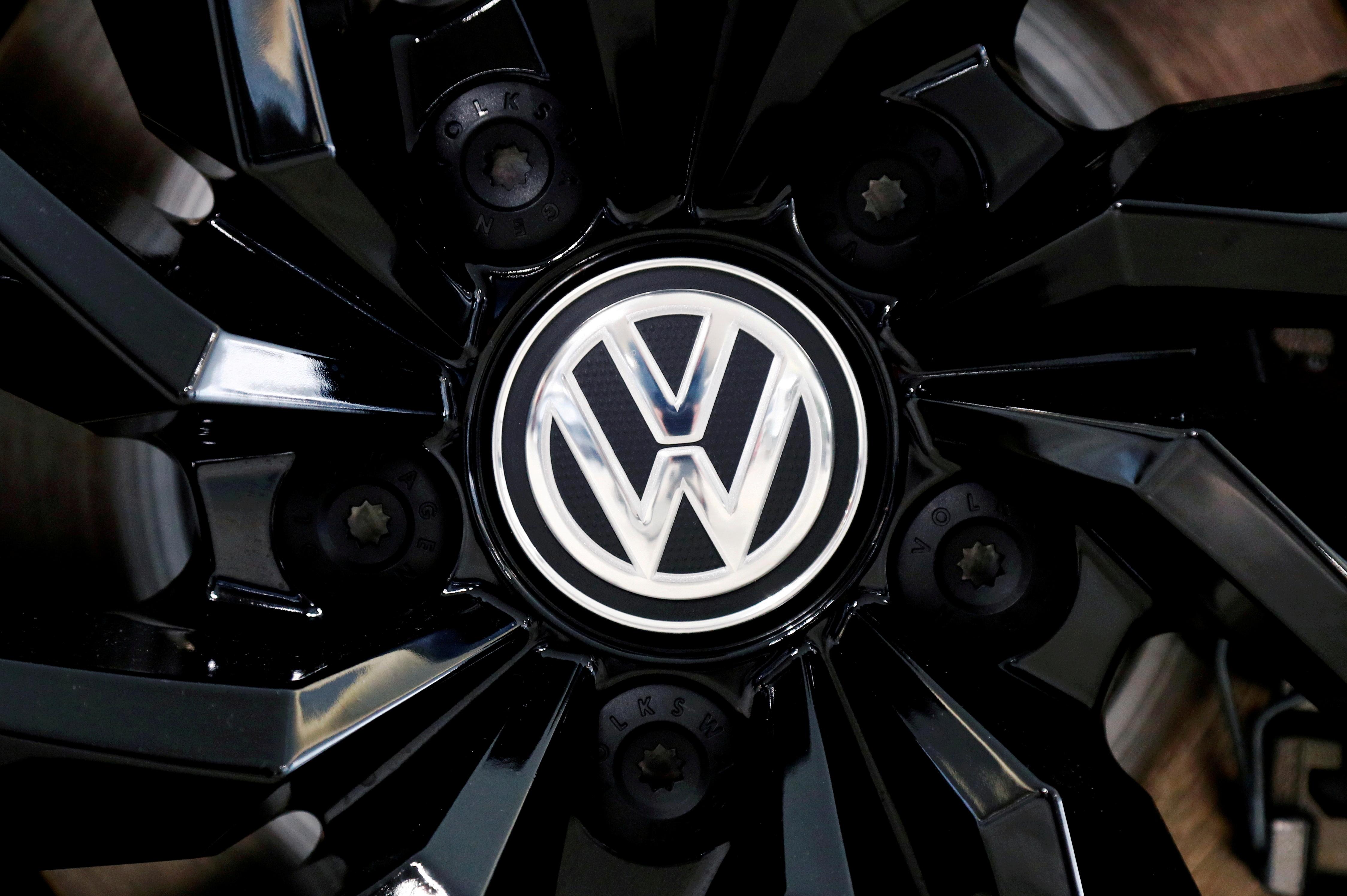 The logo of German carmaker Volkswagen is seen on a rim cap in a showroom of a Volkswagen car dealer in Brussels, Belgium July 9, 2020. REUTERS/Francois Lenoir/File Photo