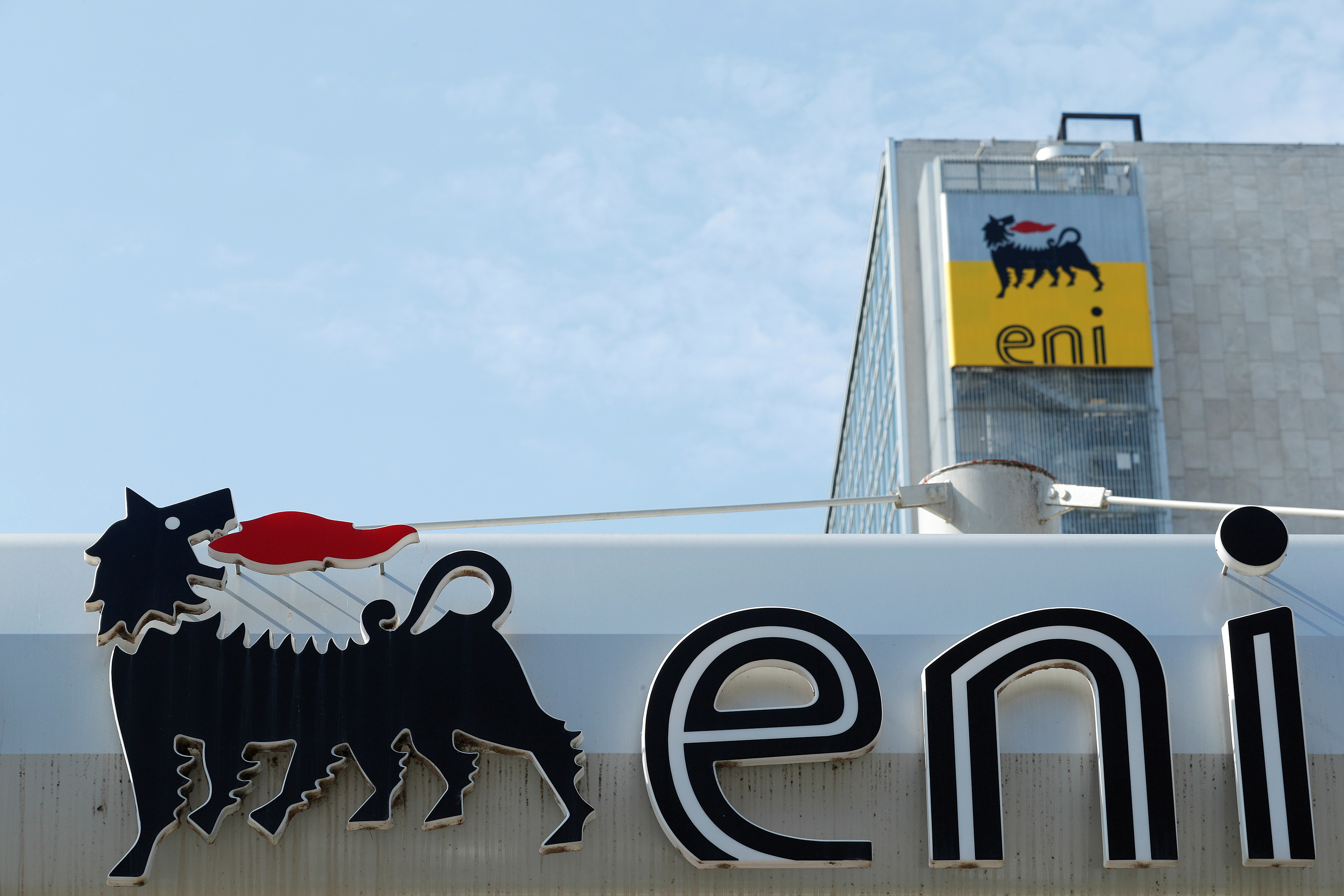 The logo of Italian energy company Eni at a gas station in Rome, Italy September 30, 2018.  REUTERS/Alessandro Bianchi