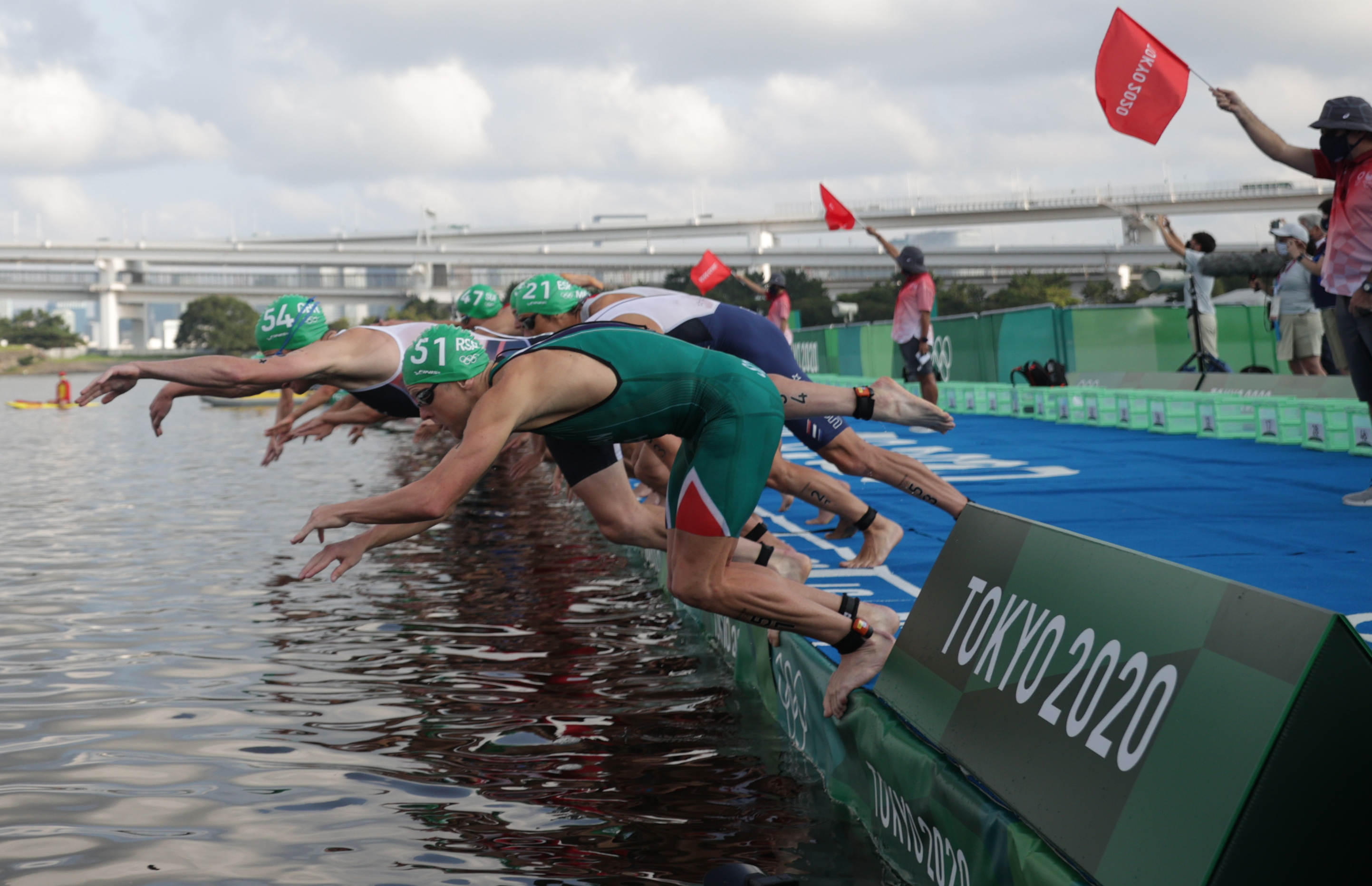 Tokyo 2020 Olympics - Triathlon - Men's Olympic Distance - Final - Odaiba Marine Park, Tokyo, Japan – July 26, 2021. Athletes start. REUTERS/Hannah Mckay