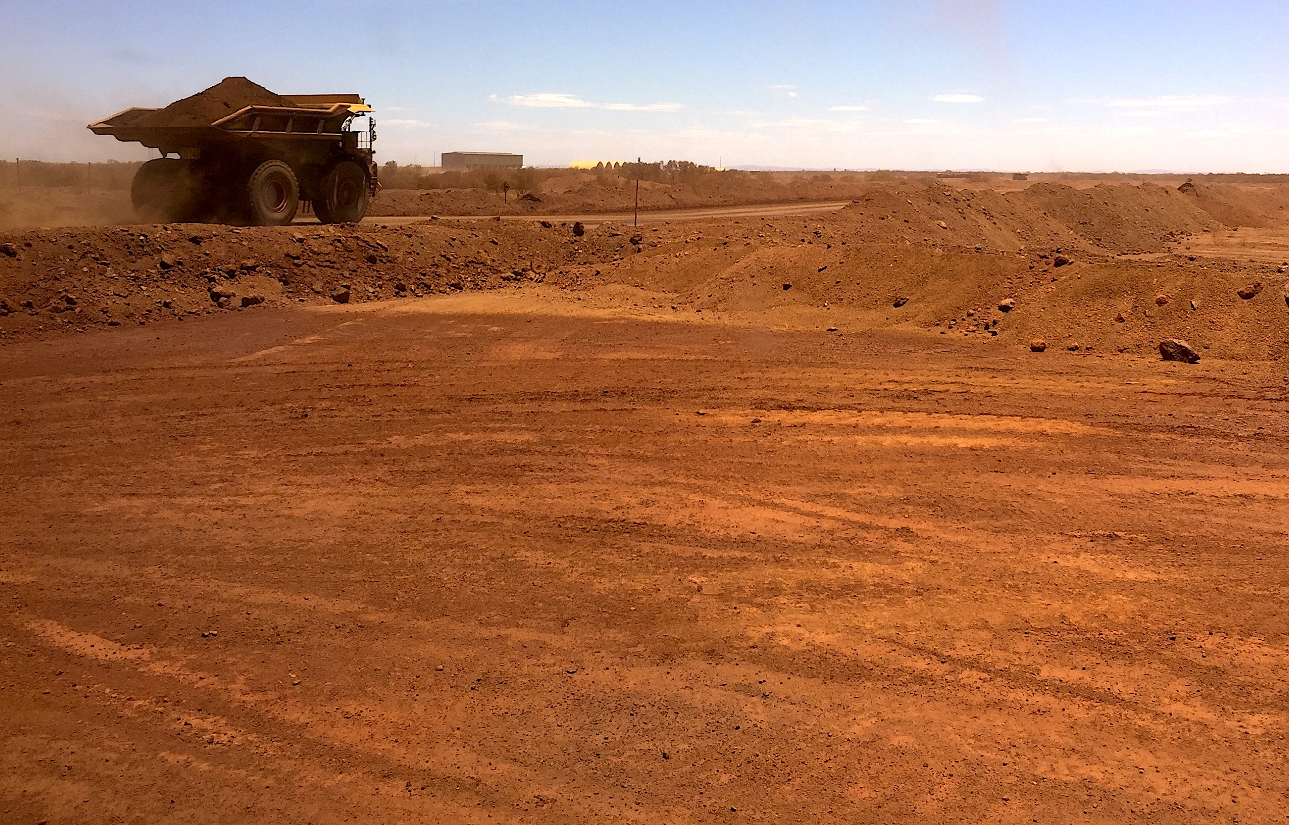 An autonomous vehicle drives along a road as it collects iron ore at Australia's Fortescue Metals Group (FMG) mine in the Pilbara region, located south-east of the coastal town of Port Hedland in Western Australia, November 29, 2018. Picture taken November 29, 2018.      REUTERS/Melanie Burton