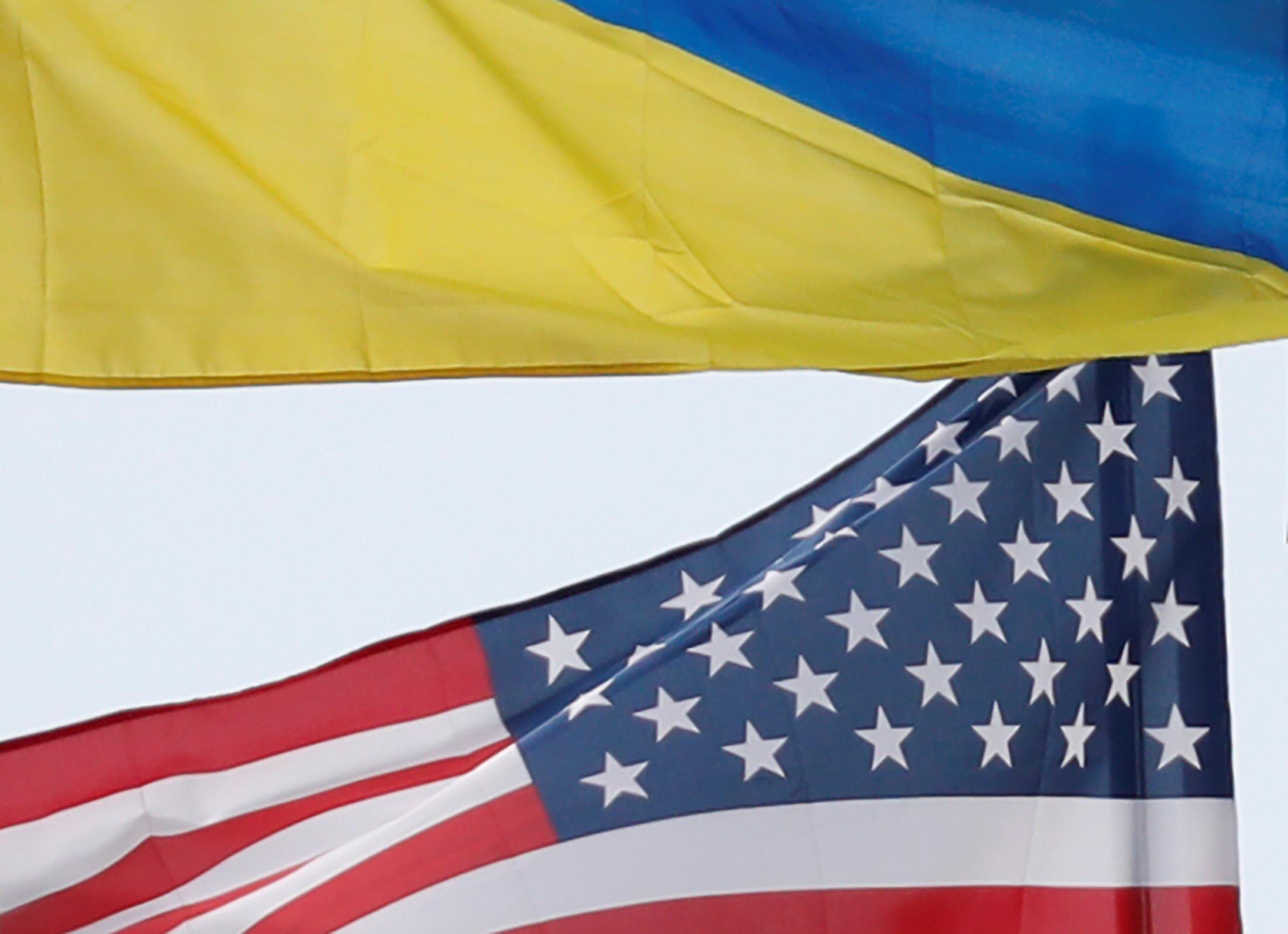 Ukrainian and U.S. state flags fly in central Kiev, Ukraine September 25, 2019. REUTERS/Valentyn Ogirenko