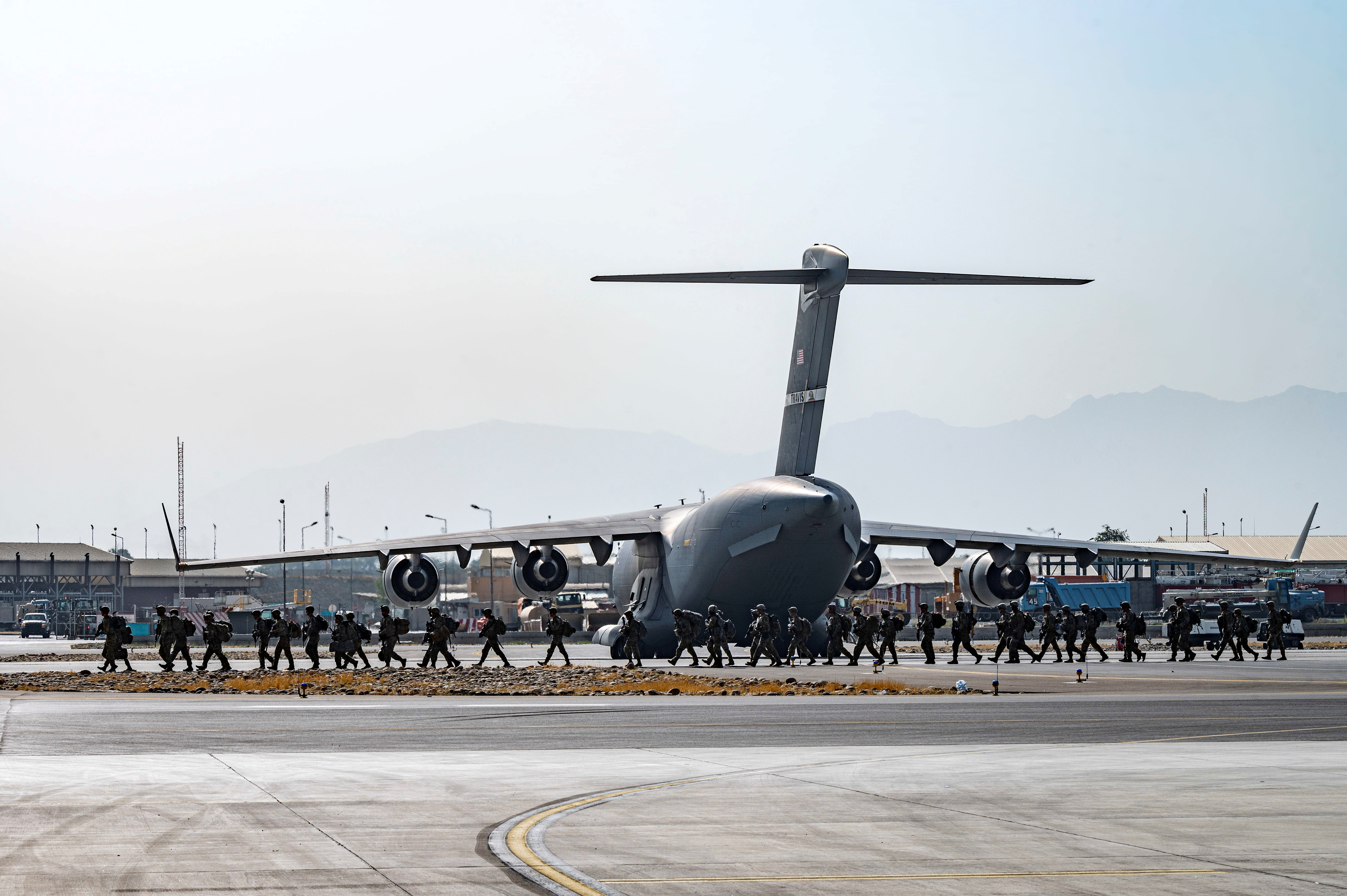 U.S. soldiers, assigned to the 82nd Airborne Division, arrive to provide security in support of Operation Allies Refuge at Hamid Karzai International Airport in Kabul, Afghanistan, August 20, 2021. Senior Airman Taylor Crul/U.S. Air Force/Handout via REUTERS /File Photo