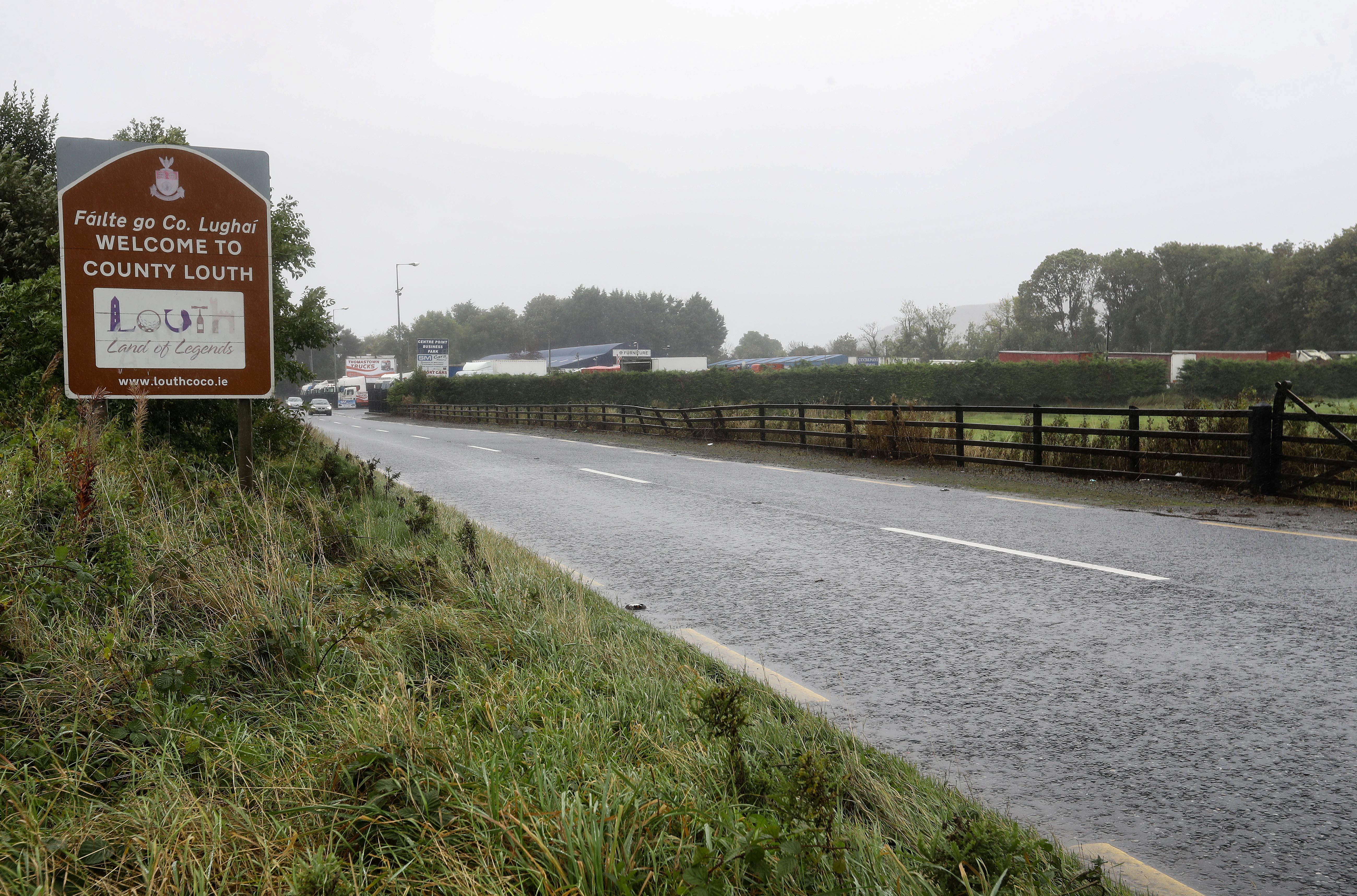 Pohled na hraniční přechod mezi Irskou republikou a Severním Irskem v Newry, Severním Irsku, Británii, 1. října 2019. REUTERS / Lorraine O'Sullivan