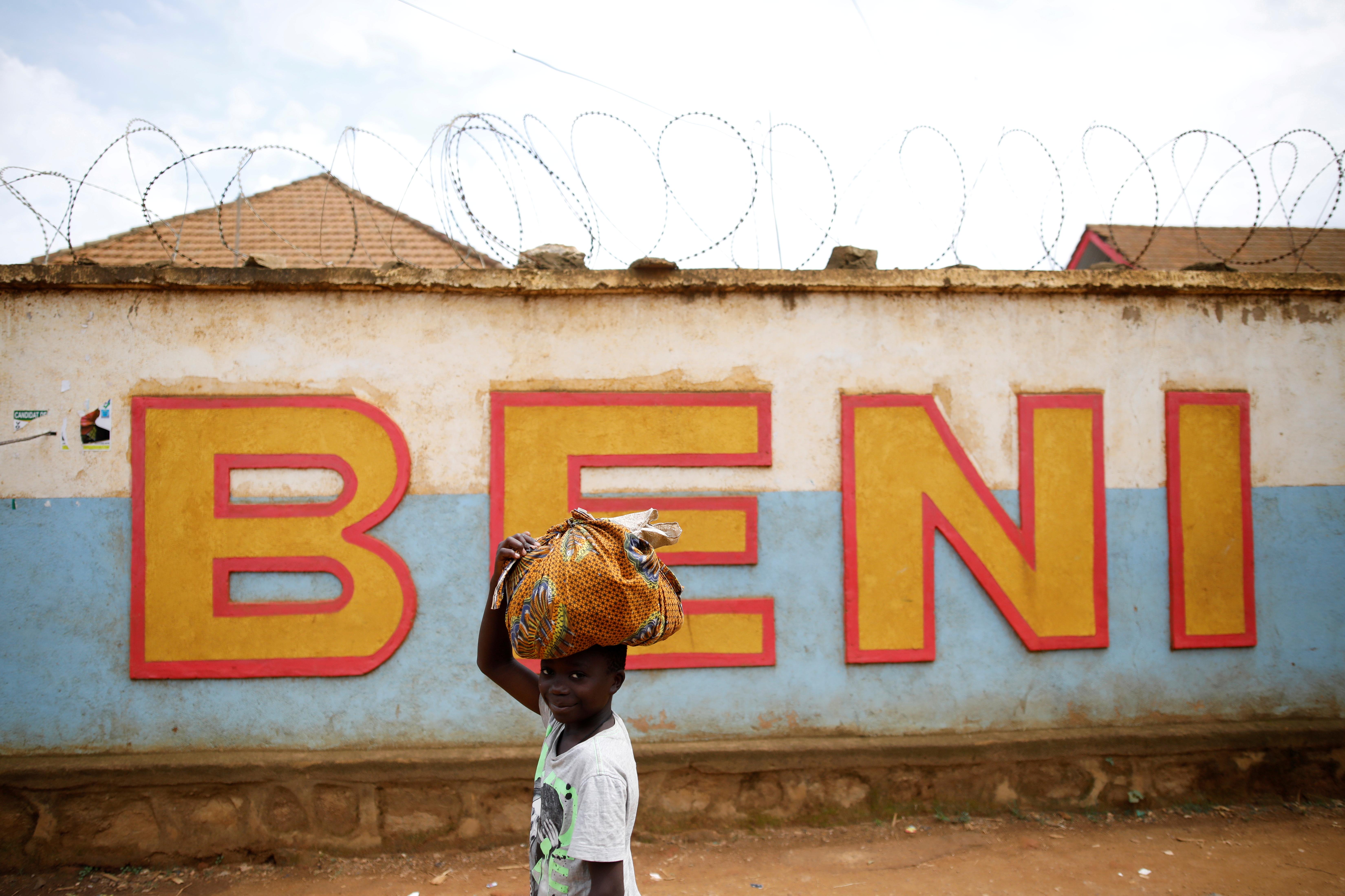 A Congolese boy walks past a wall near the Alima Ebola treatment centre in Beni, in the Democratic Republic of Congo, April 1, 2019. REUTERS/Baz Ratner/File Photo
