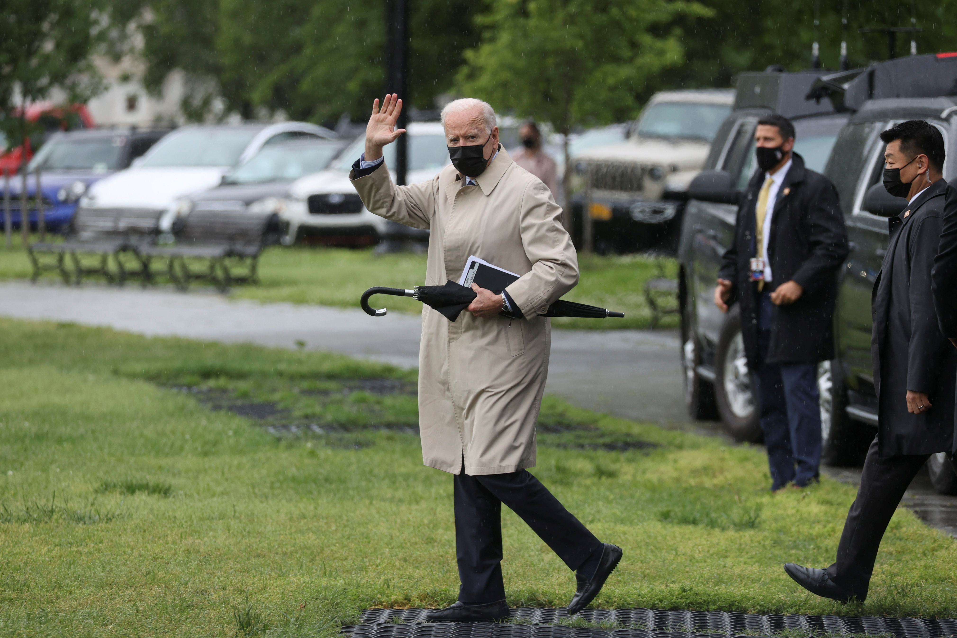 U.S. President Joe Biden waves before boarding the Marine One helicopter for a planned weekend at Camp David, from the Ellipse at the White House in Washington, U.S., May 7, 2021.  REUTERS/Jonathan Ernst