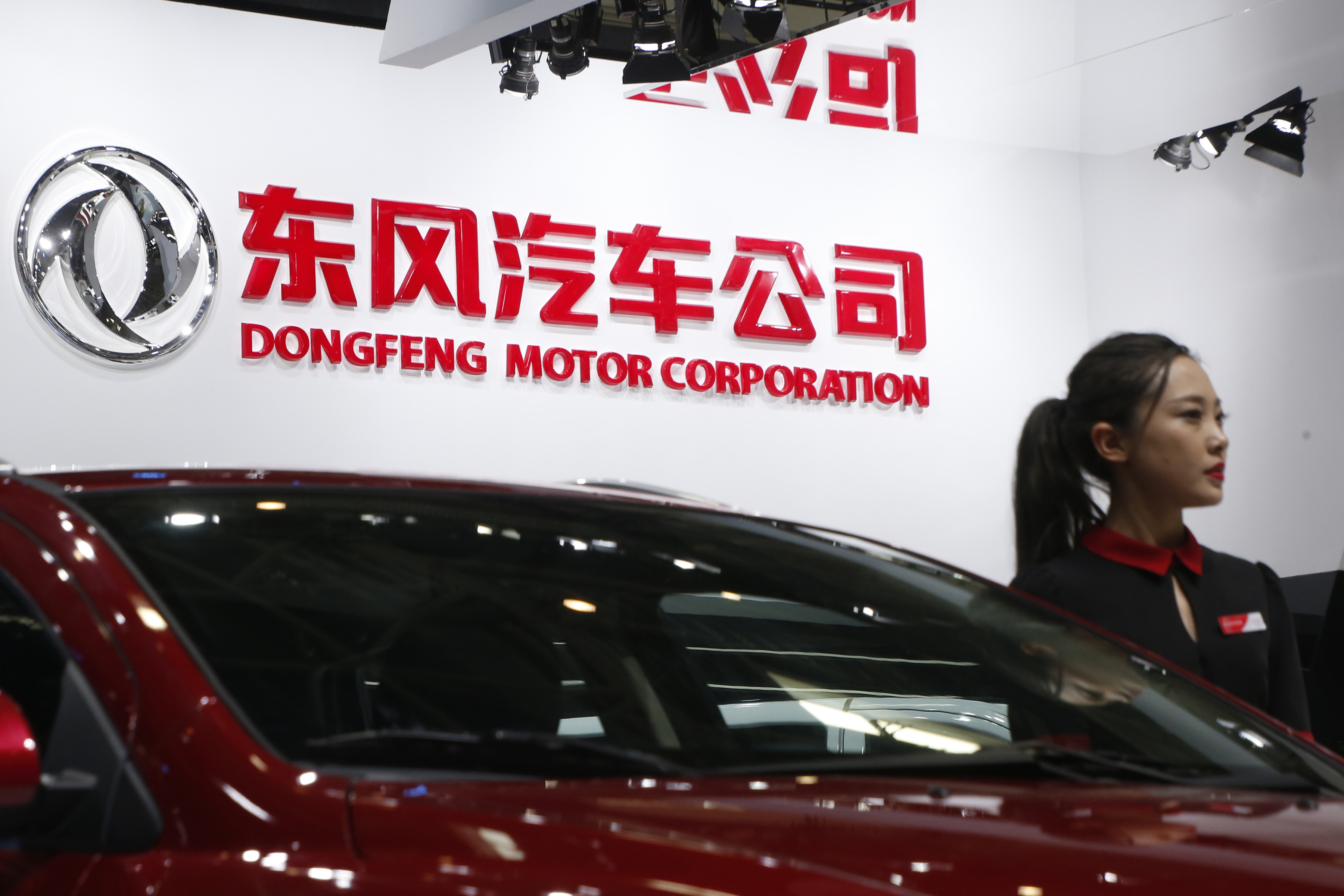 A hostess poses next to Dongfeng Motor Corp A9 sedan at the Auto China 2016 auto show in Beijing, China, April 26, 2016. REUTERS/Kim Kyung-Hoon/Files