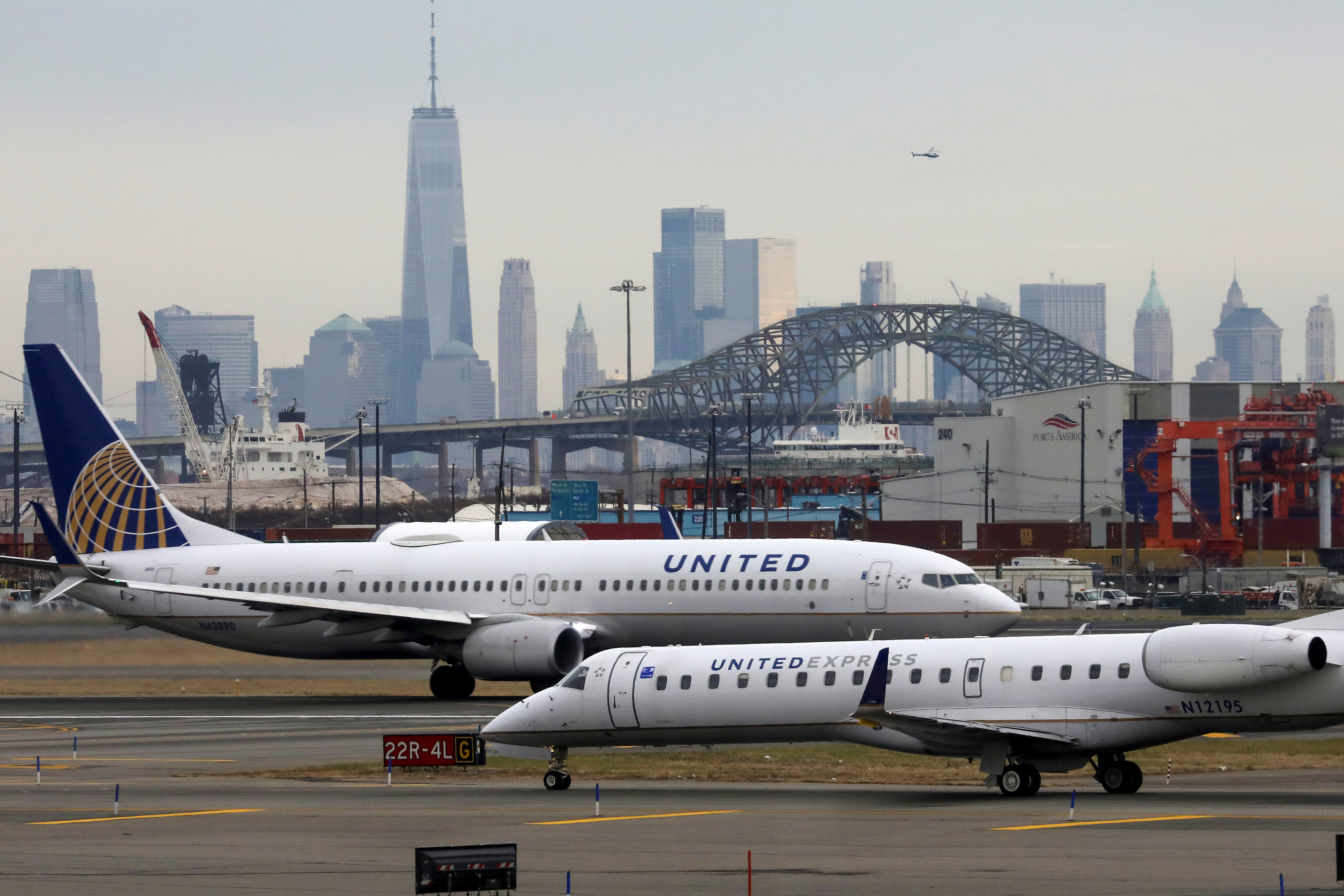 United Airlines passenger jets taxi with New York City as a backdrop, at Newark Liberty International Airport, New Jersey, U.S. December 6, 2019. REUTERS/Chris Helgren