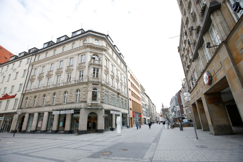 Kaufinger Strasse stores are seen closed due to the coronavirus disease (COVID-19) pandemic in Munich, Germany, February 5, 2021. REUTERS/Michaela Rehle/File Photo