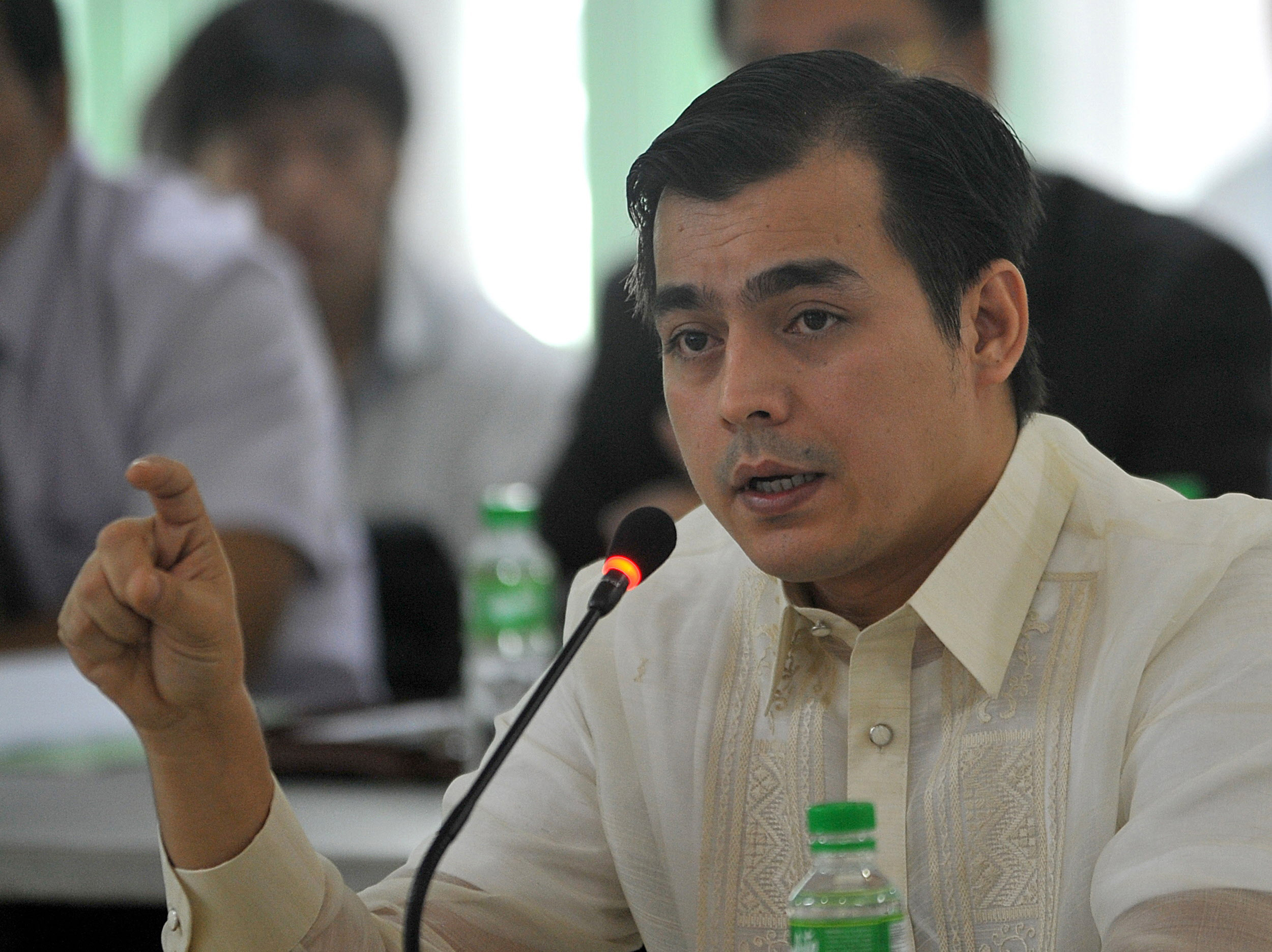 Manila City Vice Mayor Francisco Domagoso answers questions during a justice department hearing investigating last week's botched bus hijack rescue attempt in Manila September 4, 2010. REUTERS/Noel Celis/Pool