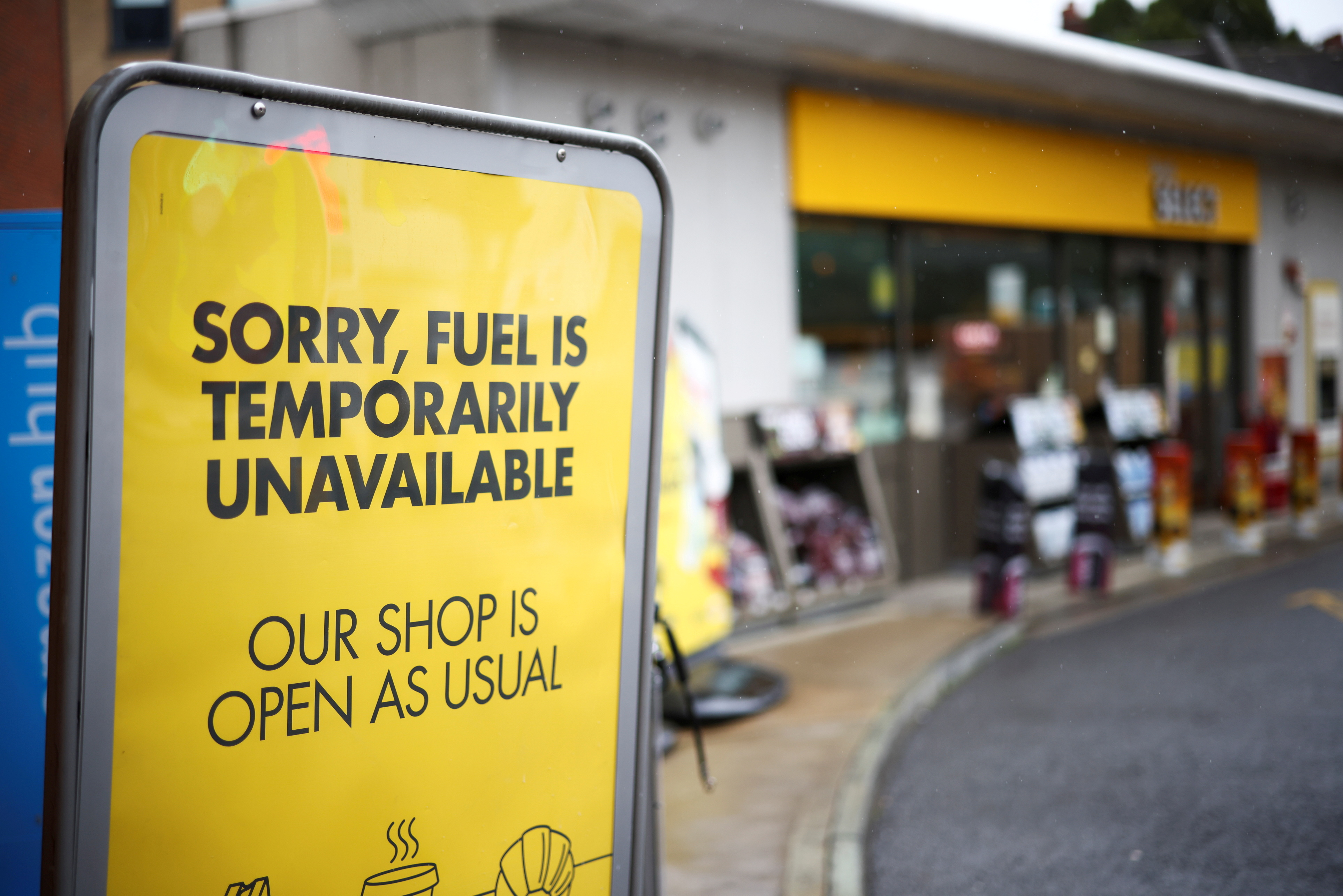A sign informing customers that fuel has run out is pictured at a Shell fuel station in London, Britain, October 2, 2021. REUTERS/Henry Nicholls/File Photo