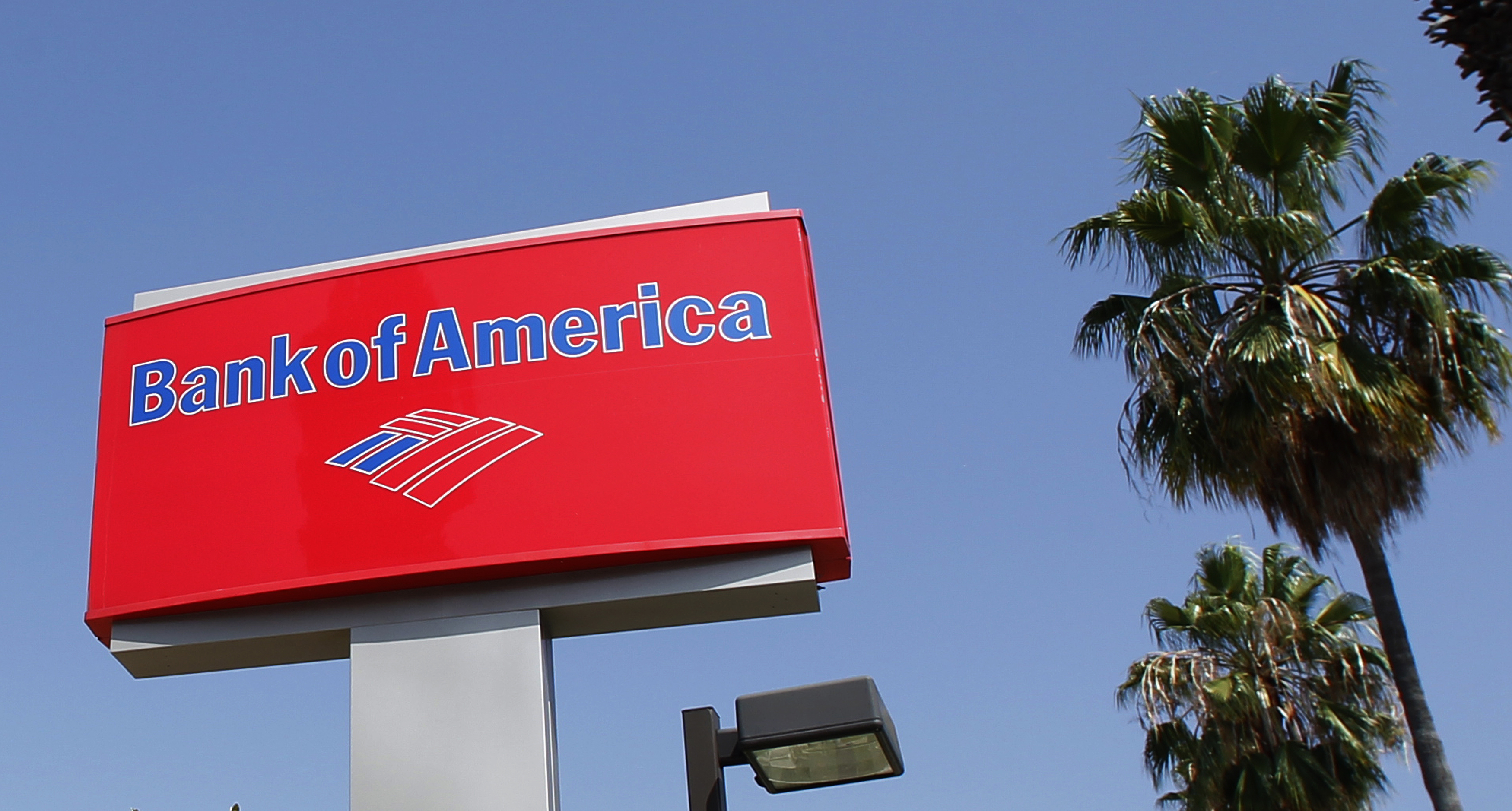 A sign for a Bank of America office is pictured in Burbank, California August 19, 2011. Bank of America Corp plans to cut 3,500 jobs in the next few weeks as CEO Brian Moynihan tries to come to grips with the bank's $1 trillion pile of problem home mortgages. REUTERS/Fred Prouser  (UNITED STATES - Tags: BUSINESS)