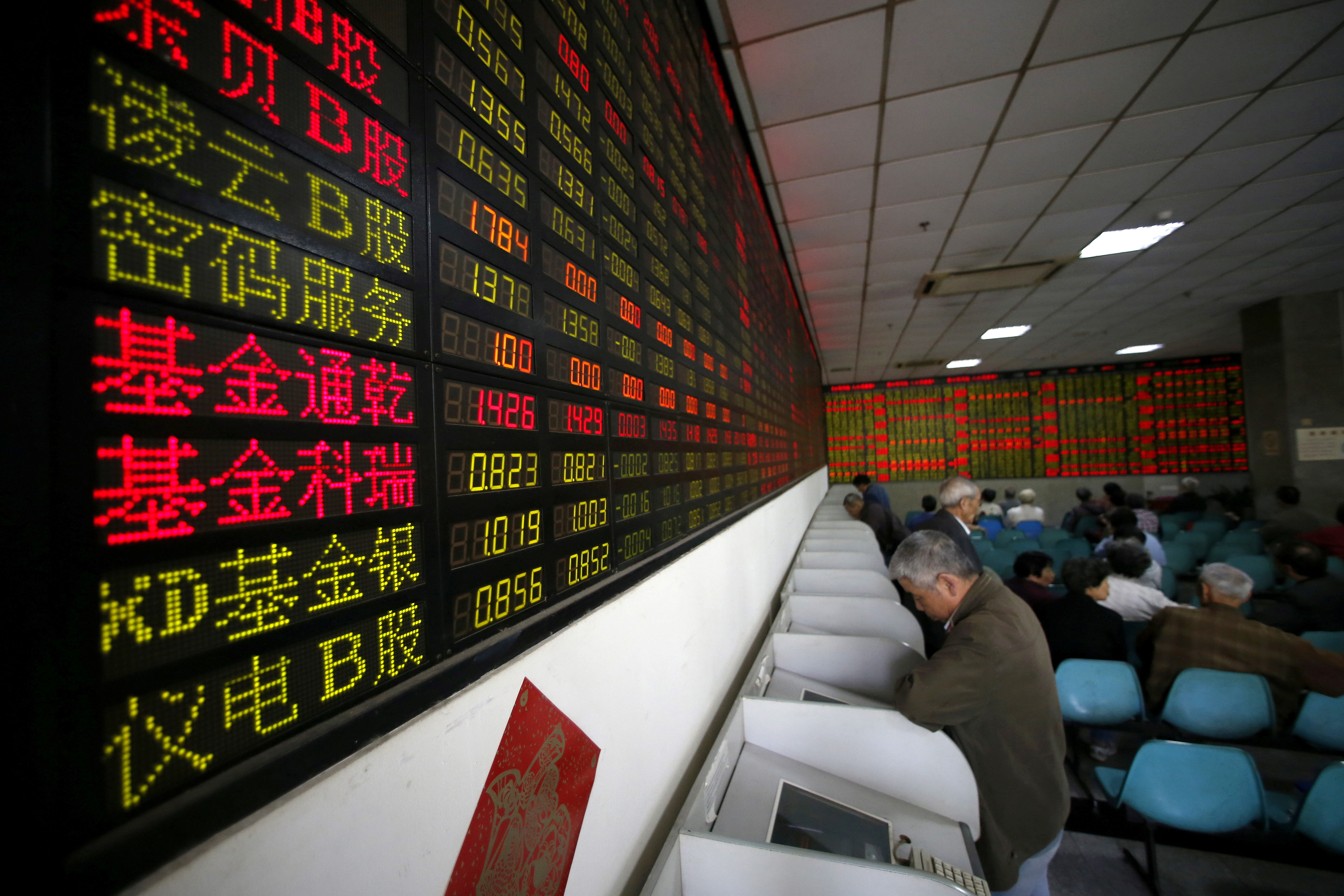 Investors look at computer screens showing stock information at a brokerage house in Shanghai, China, April 21, 2016. REUTERS/Aly Song//File Photo