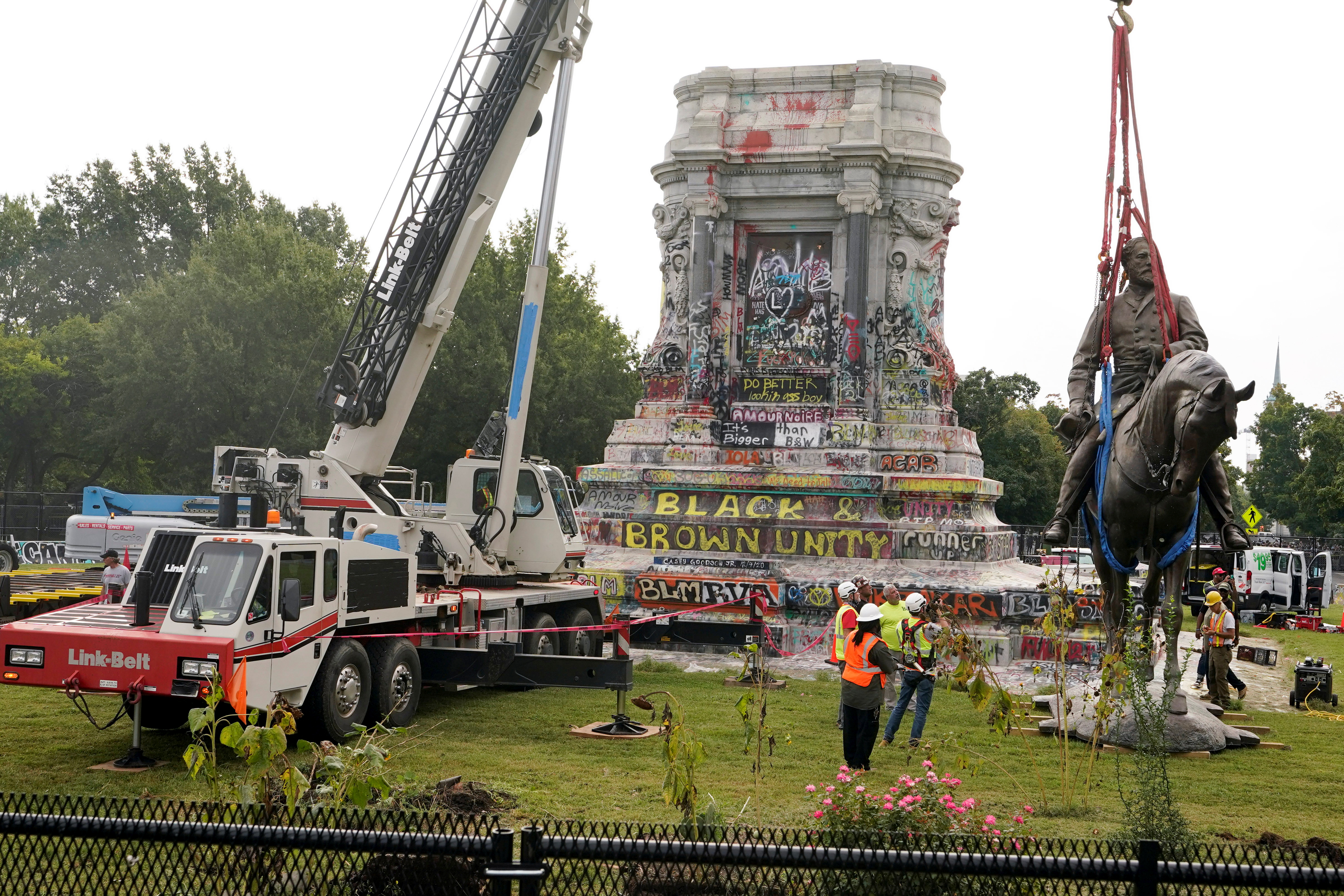 Crews remove one of U.S.'s largest remaining monuments to the Confederacy, a towering statue of Confederate General Robert E. Lee on Monument Avenue in Richmond, Virginia, U.S., September 8, 2021. Steve Helber/Pool via REUTERS
