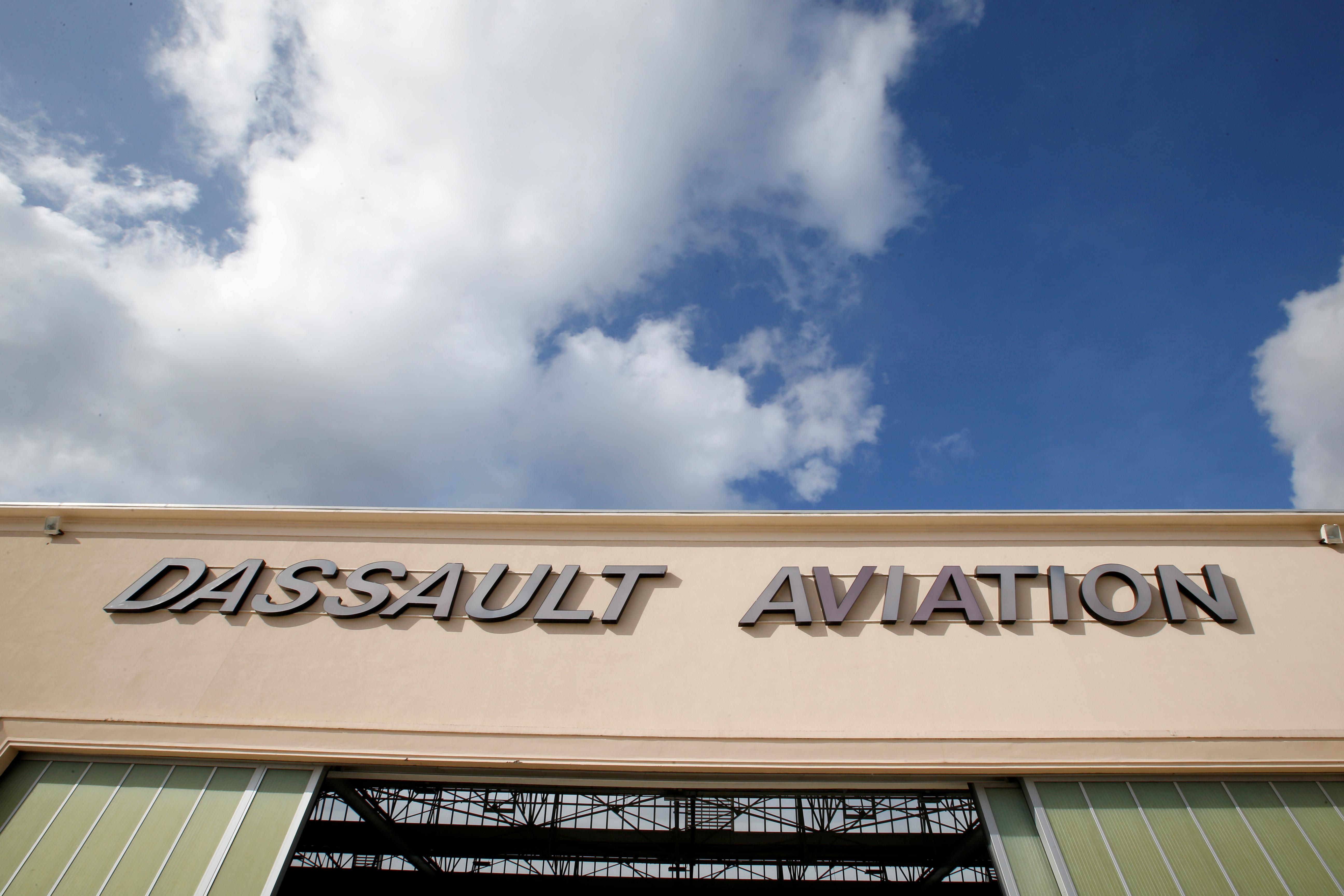 The logo of French aircraft manufacturer Dassault Aviation is seen on a hangar in Merignac near Bordeaux, France, October 8, 2019.   REUTERS/Regis Duvignau