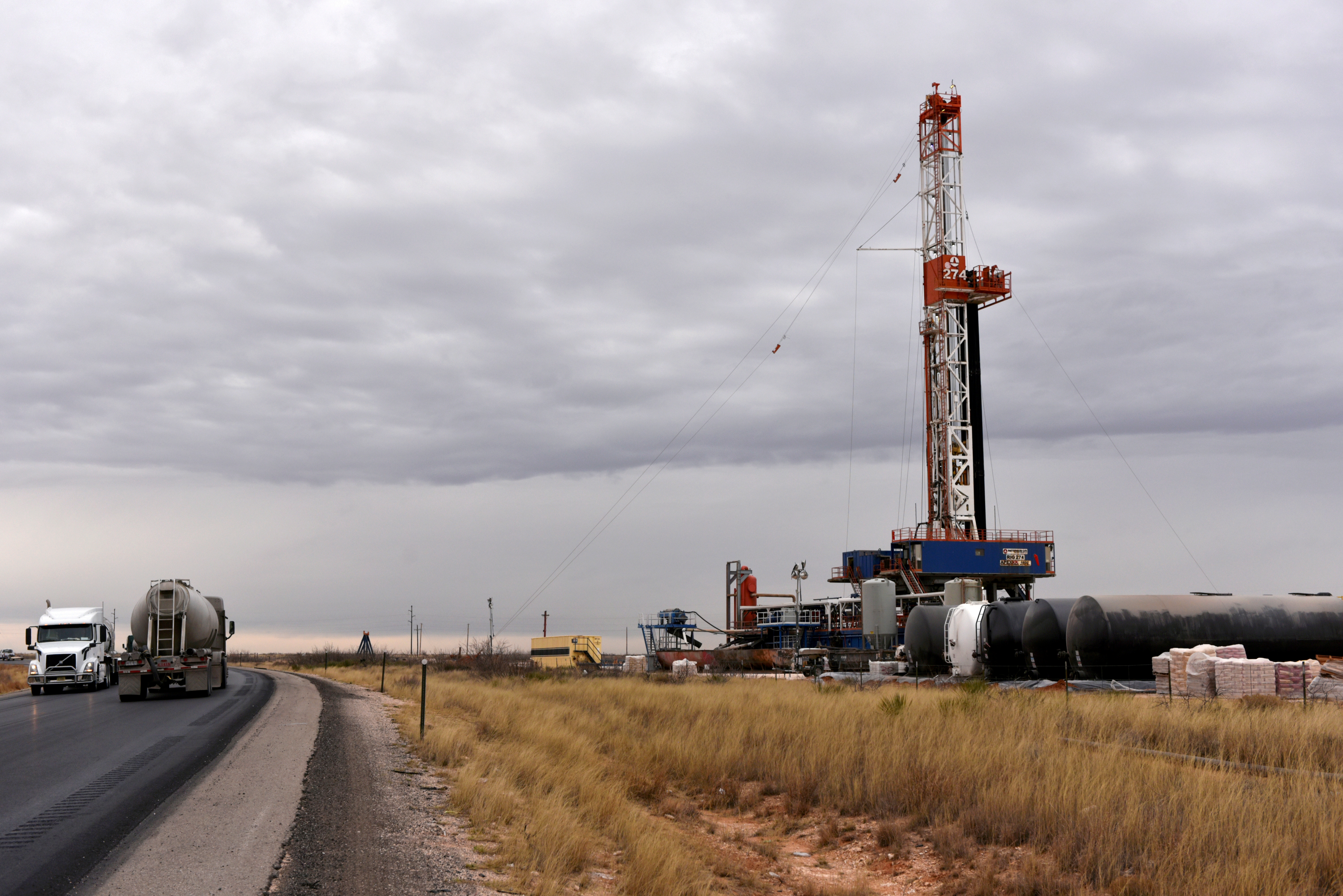 A drilling rig operates in the Permian Basin oil and natural gas production area in Lea County, New Mexico, U.S., February 10, 2019. REUTERS/Nick Oxford/File Photo