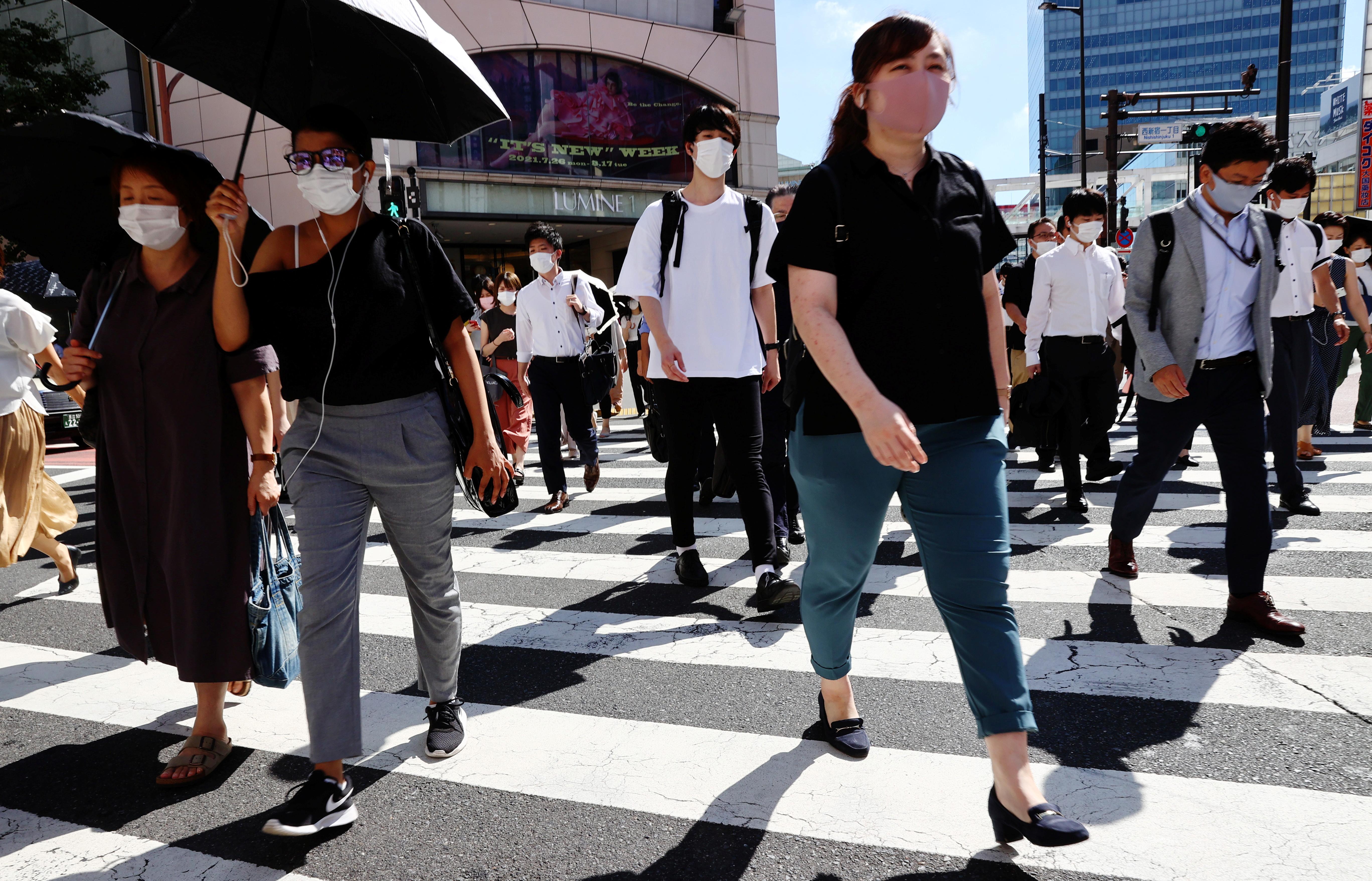 People wearing protective masks, amid the coronavirus disease (COVID-19) outbreak, make their way in Tokyo, Japan, August 6, 2021.   REUTERS/Kim Kyung-Hoon
