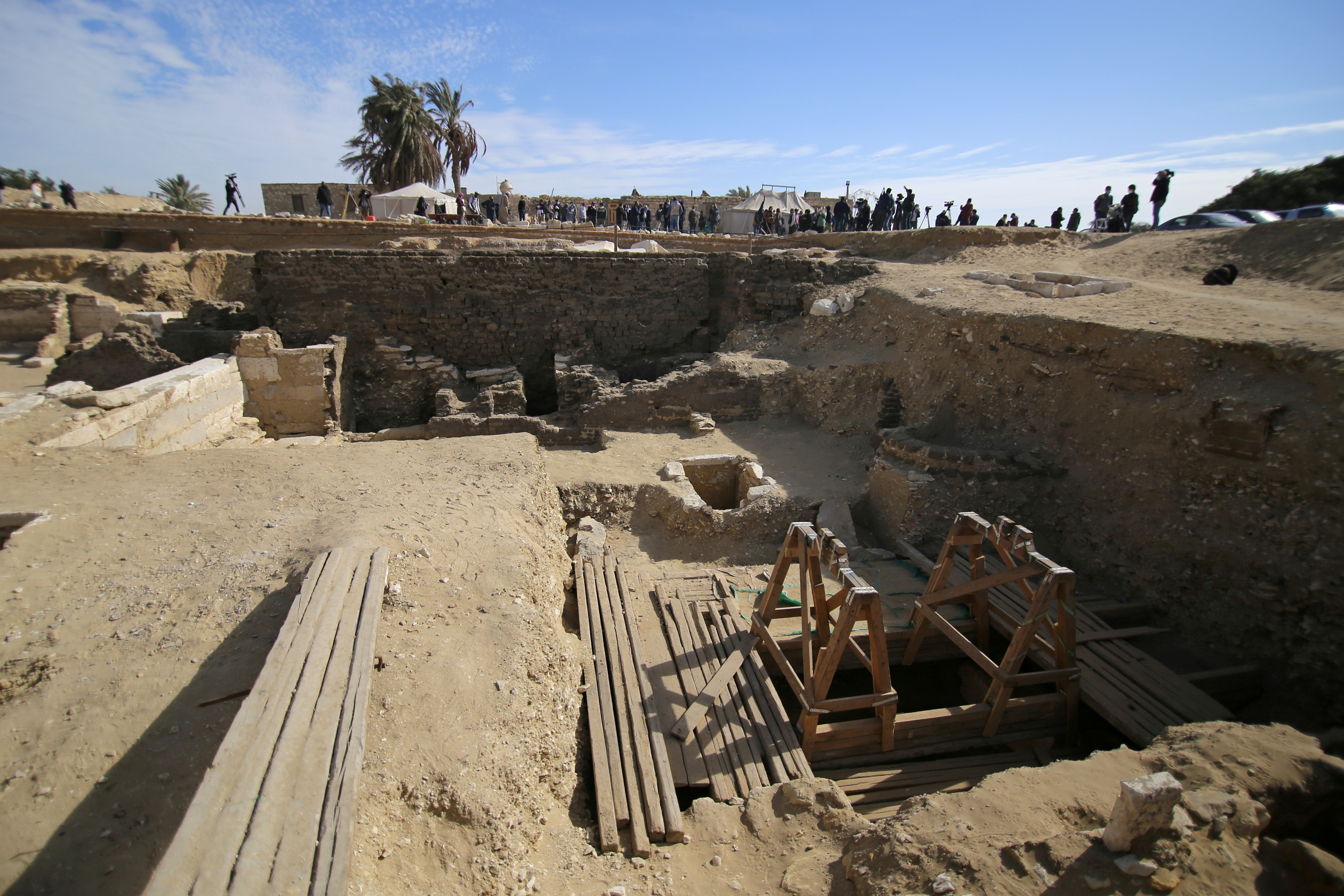 A view shows the site of a new discovery at the Saqqara necropolis south of Cairo, Egypt January 17, 2021. REUTERS/Hanaa Habib/File Photo