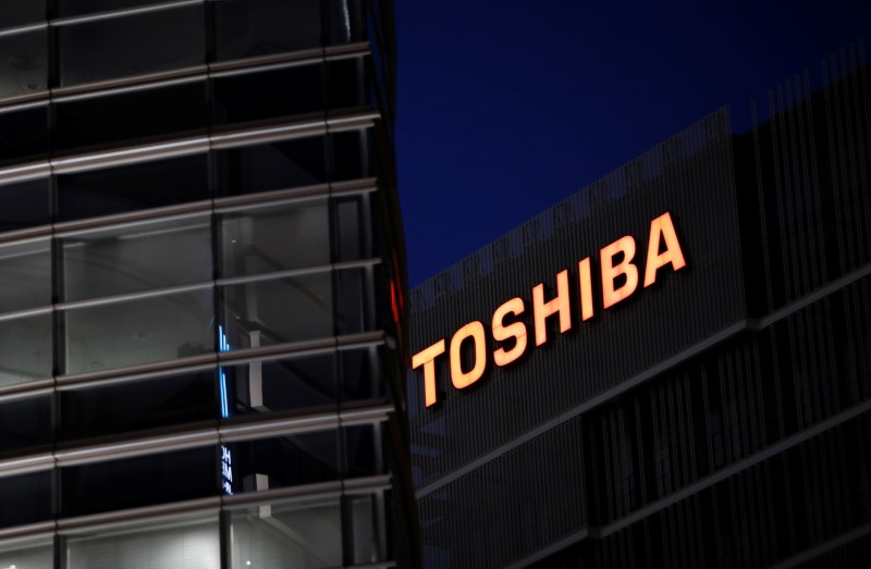 The logo of Toshiba Corp. is seen at the company's facility in Kawasaki, Japan June 10, 2021.   REUTERS/Kim Kyung-Hoon