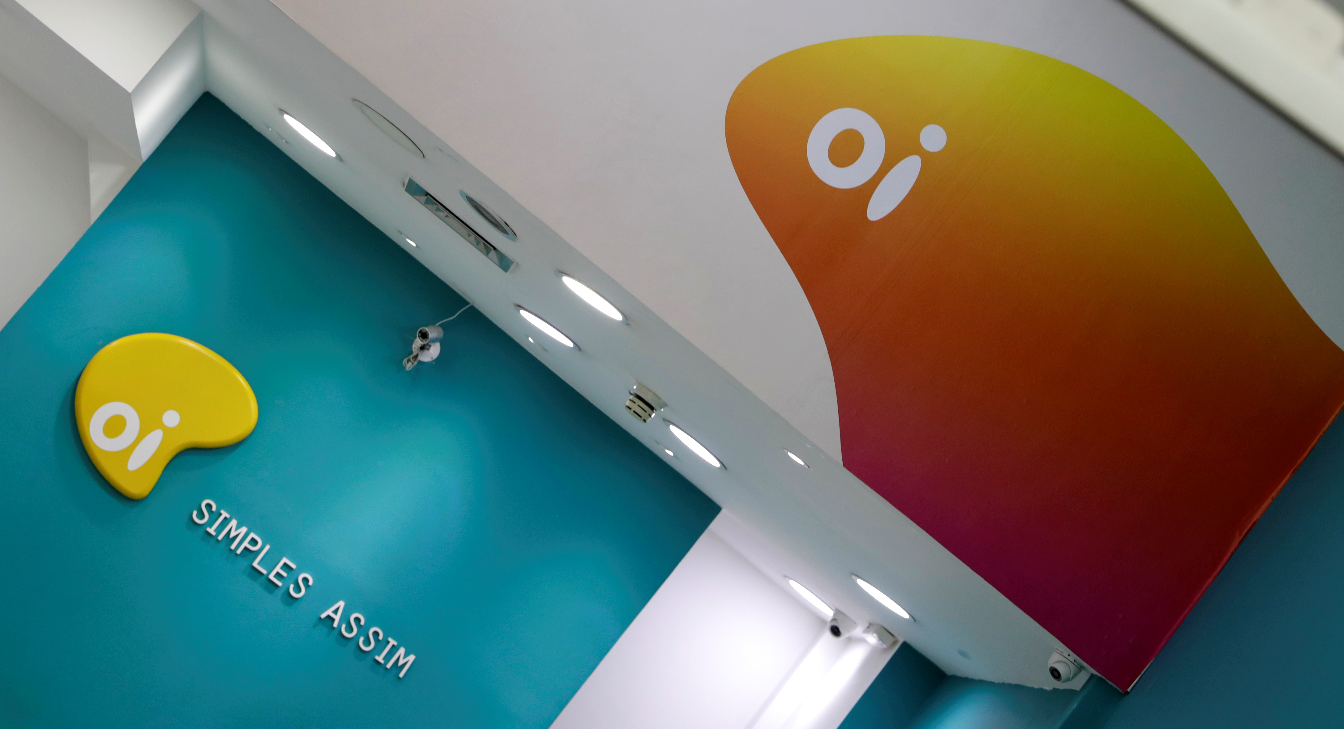 The logo of Brazilian telecoms company Oi SA is pictured inside a store in Sao Paulo, Brazil July 18, 2018. REUTERS/Paulo Whitaker