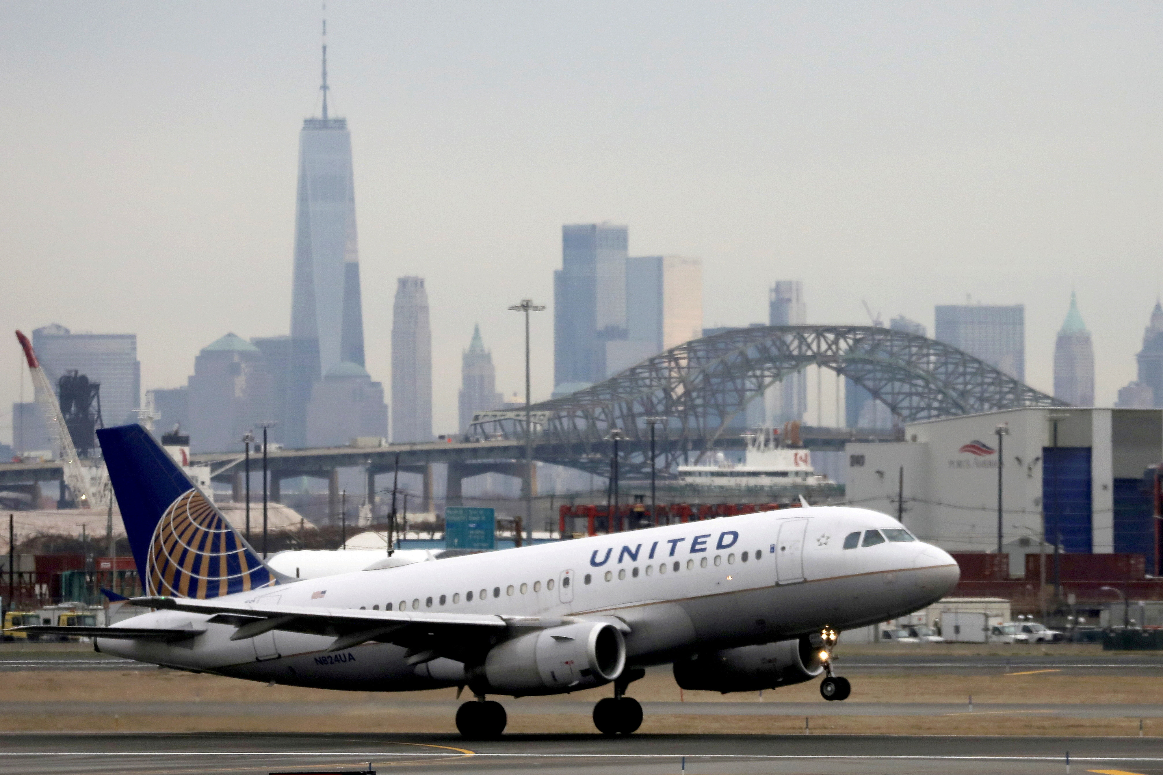A United Airlines passenger jet takes off with New York City as a backdrop, at Newark Liberty International Airport, New Jersey, U.S. December 6, 2019. REUTERS/Chris Helgren