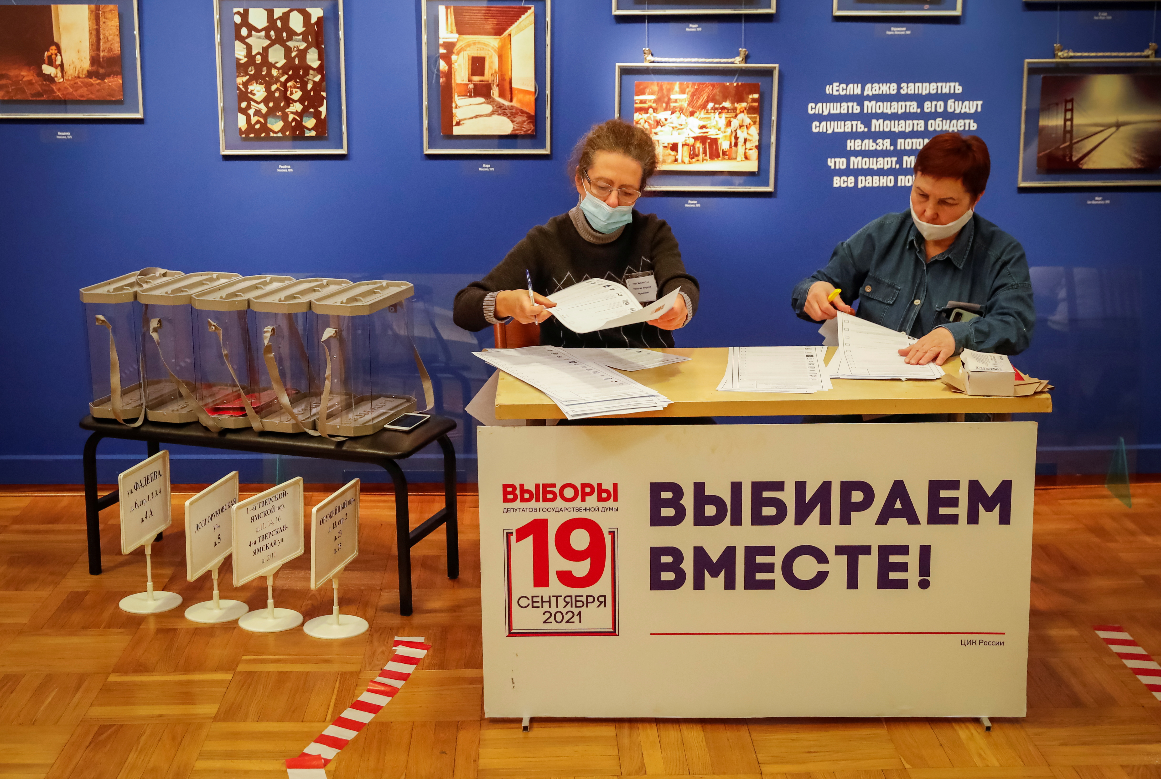 Members of a local election commission check ballots at a polling station ahead of a three-day parliamentary vote in Moscow, Russia September 16, 2021.  REUTERS/Shamil Zhumatov