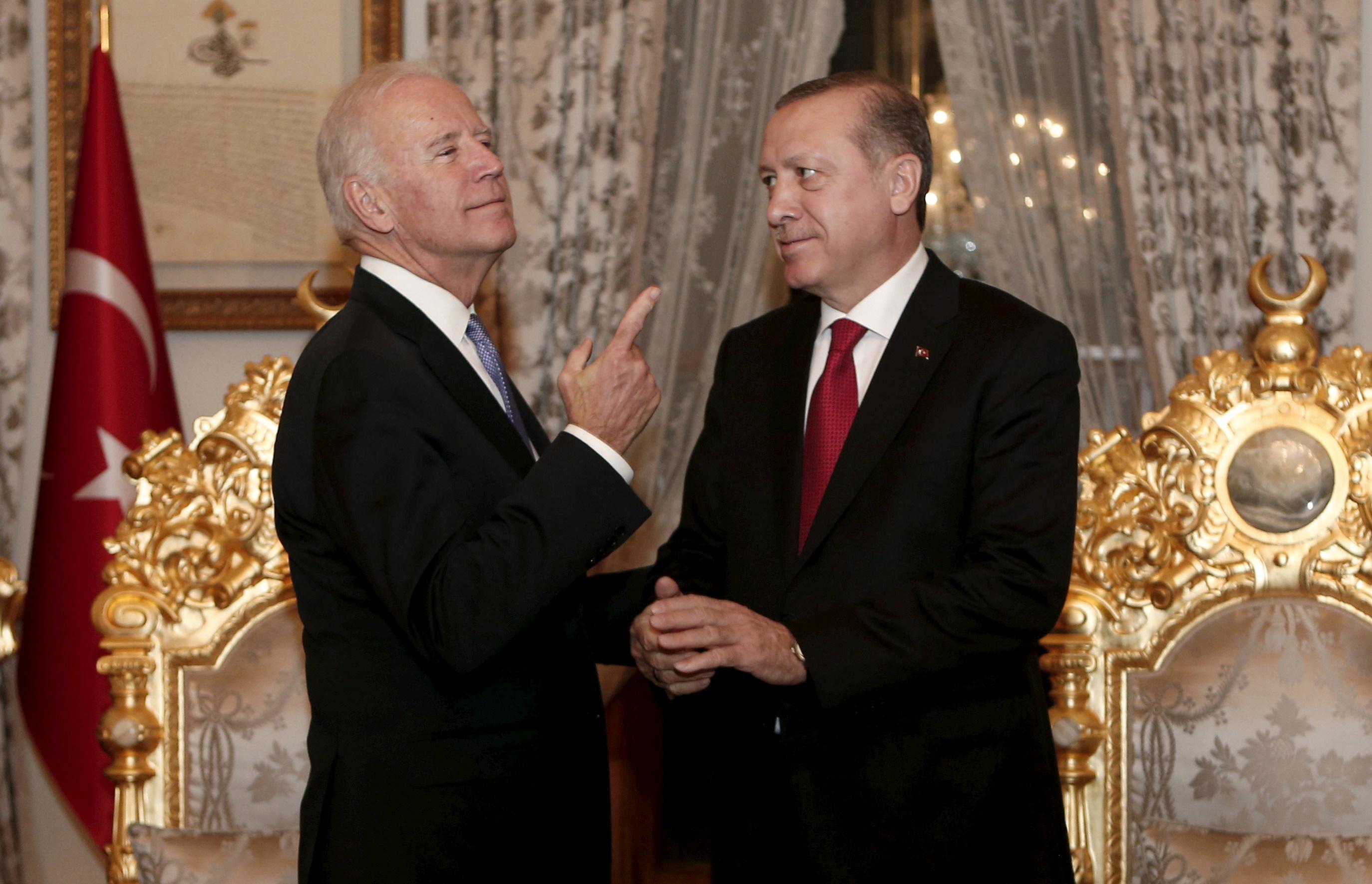 Turkish President Tayyip Erdogan (R) and U.S. Vice President Joe Biden chat after their meeting in Istanbul, Turkey January 23, 2016. REUTERS/Sedat Suna/Pool/File Photo