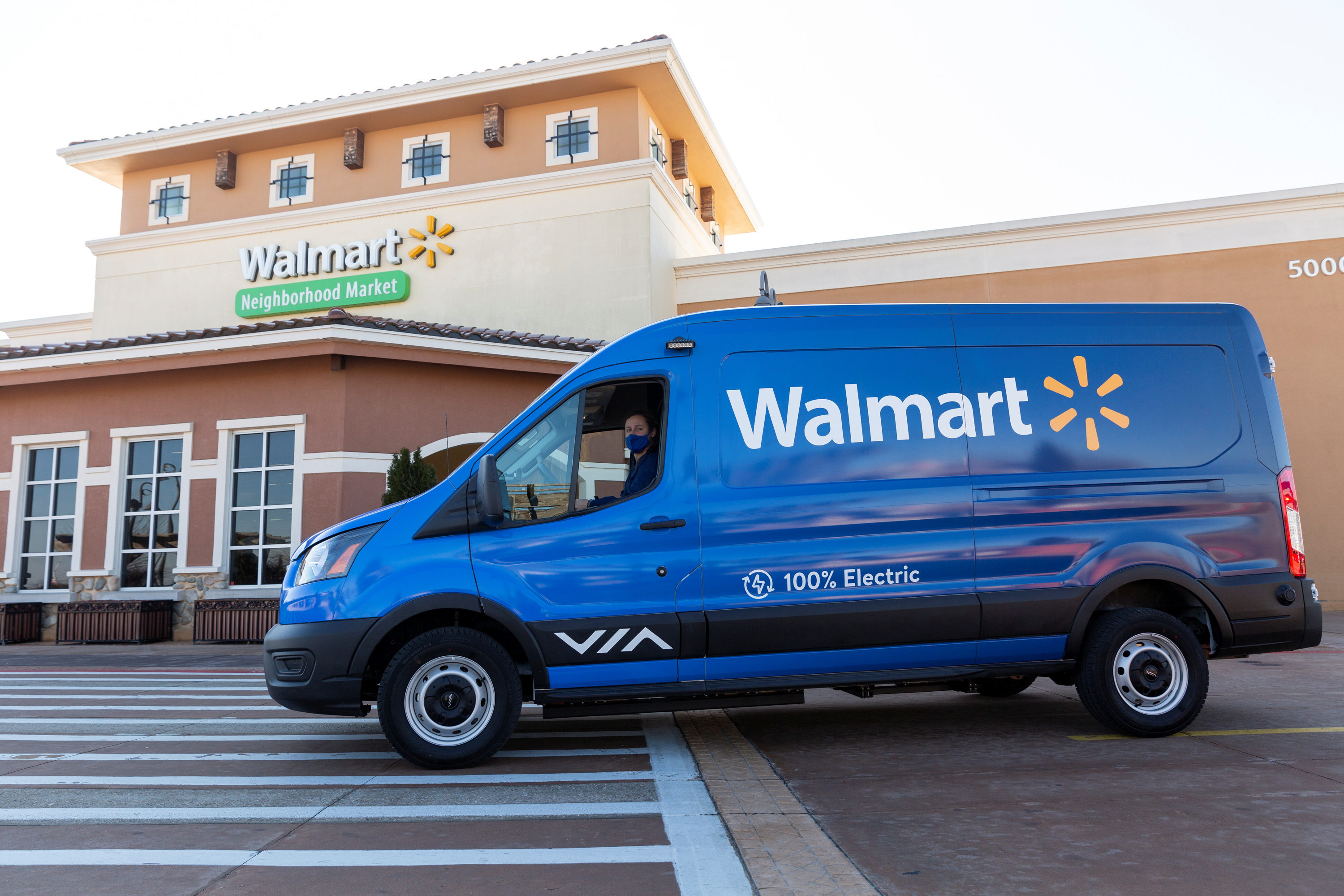A Walmart electric van used for grocery delivery outside a Walmart Neighborhood Market in Rogers, Arkansas, U.S. January 12, 2021. Picture taken January 12, 2021.   Beth Hall/Handout via REUTERS