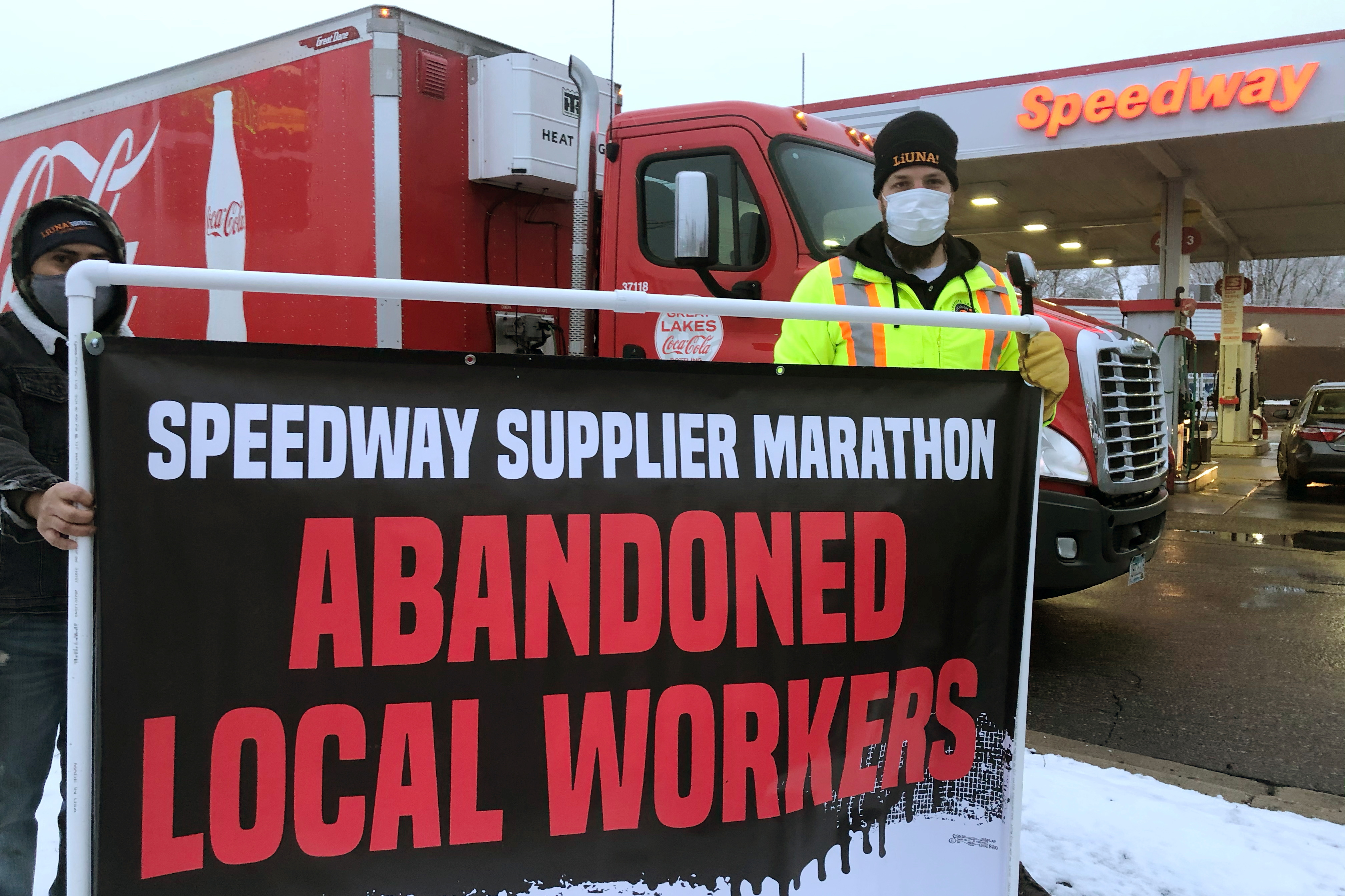 Locked-out refinery workers protest outside of the Marathon St. Paul Park plant in St. Paul Park, Minnesota, U.S. March 18, 2021. Picture taken March 18, 2021. Kevin Pranis/Handout