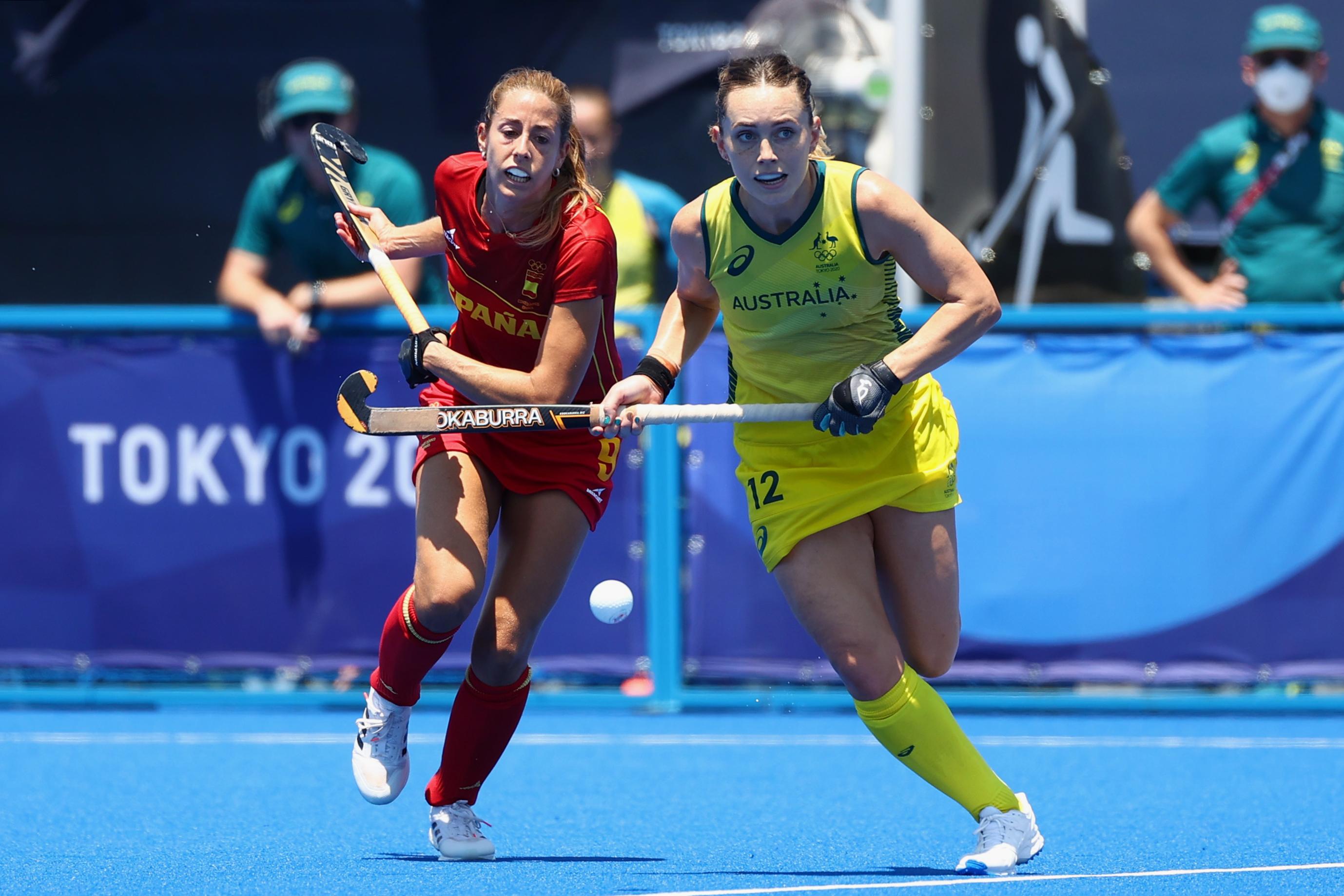 Tokyo 2020 Olympics - Hockey - Women's Pool B - Australia v Spain - Oi Hockey Stadium, Tokyo, Japan - July 25, 2021. Maria Lopez of Spain in action with Greta Hayes of Australia. REUTERS/Siphiwe Sibeko