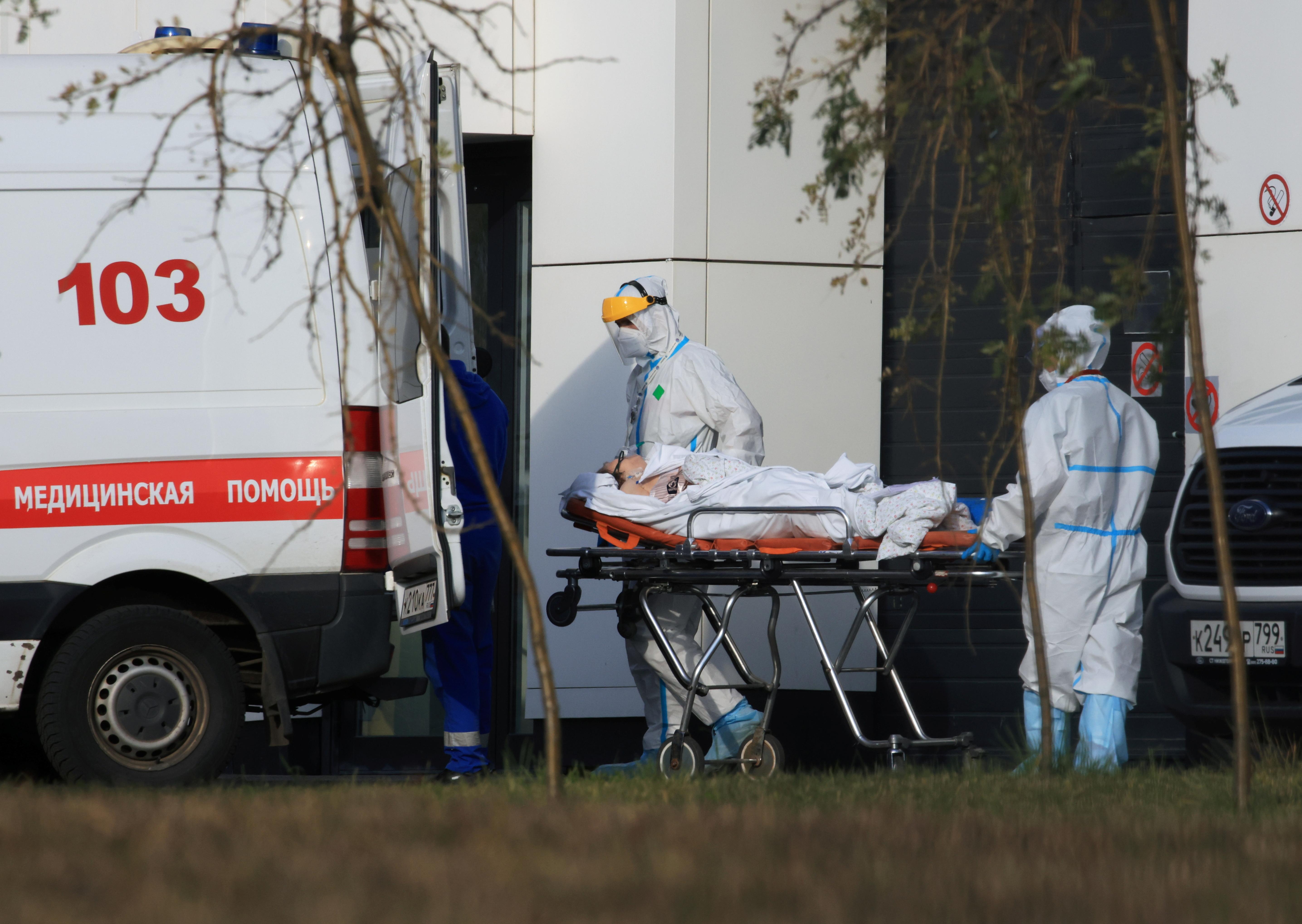 Putin Approves Week-Long Workplace Shutdown as Coronavirus Cases, Deaths Surge